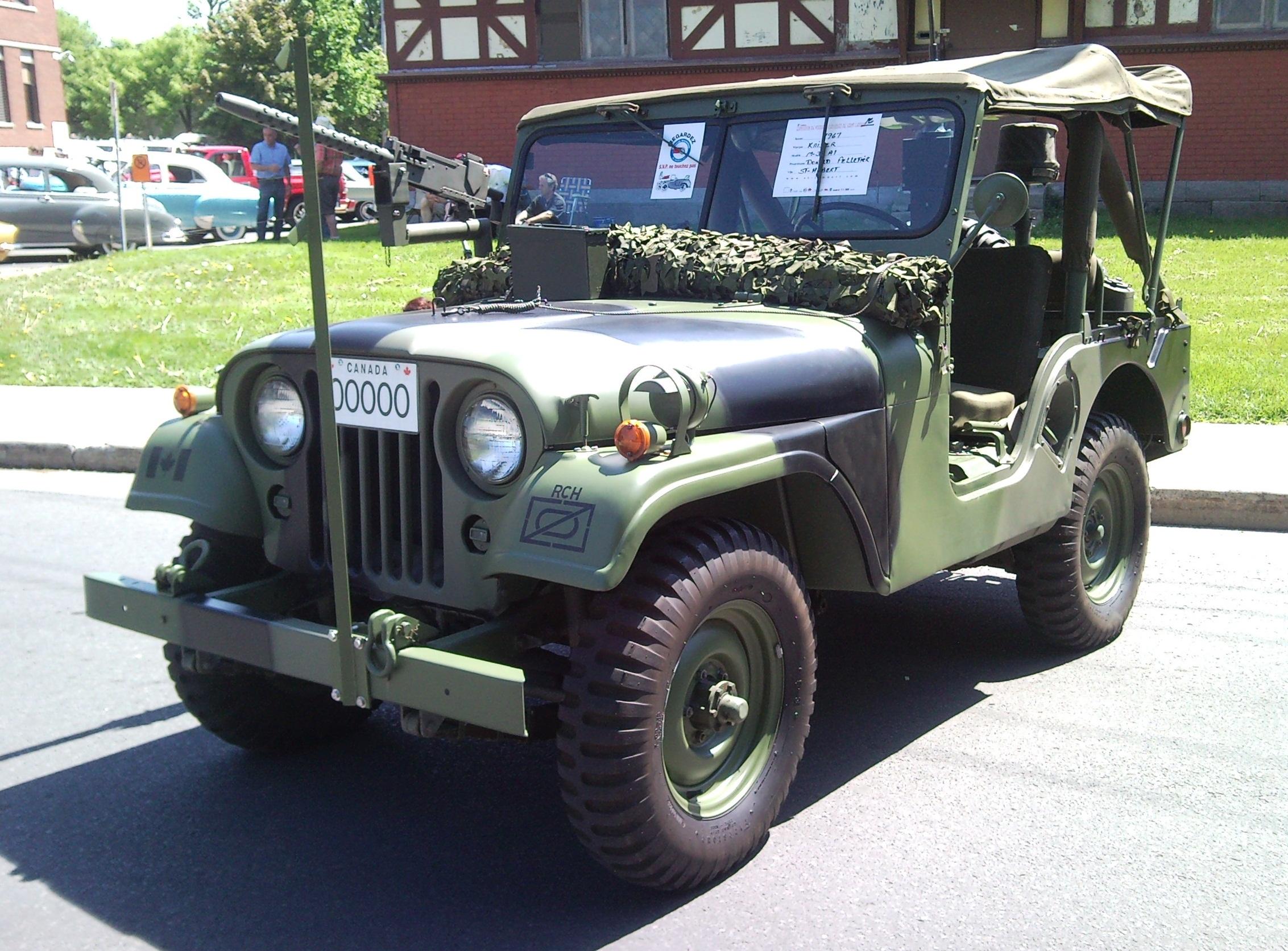 '67_Kaiser_Jeep_(Auto_classique_VAQ_St-L