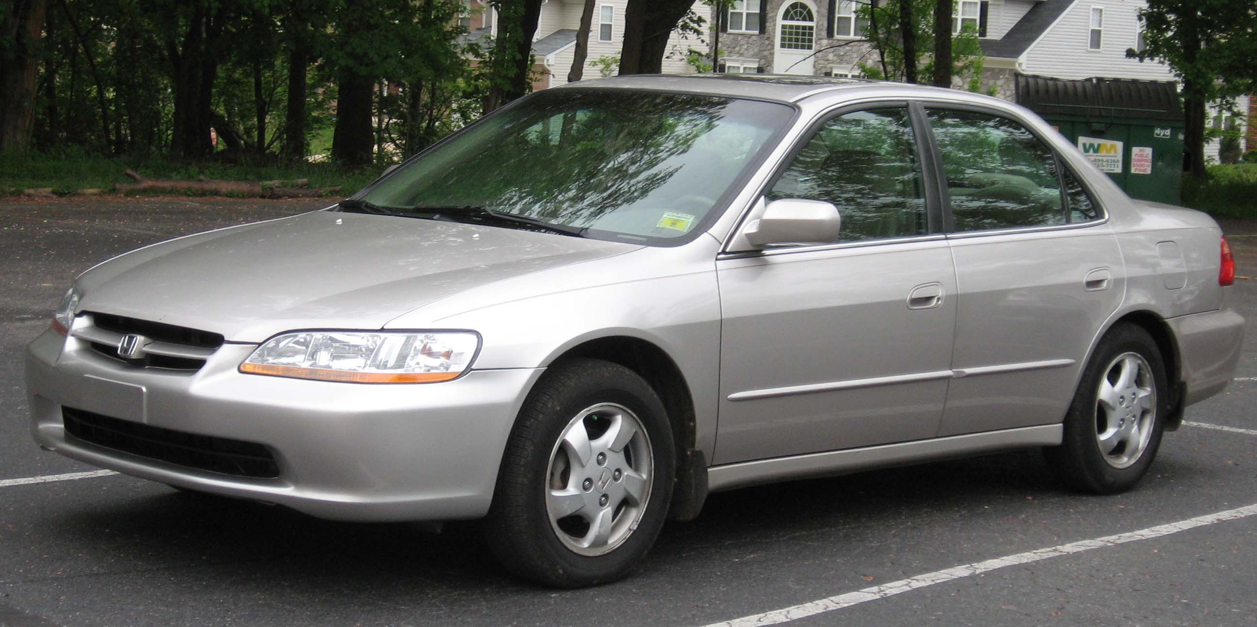 File:1998-2000 Honda Accord Sedan.jpg - Wikipedia