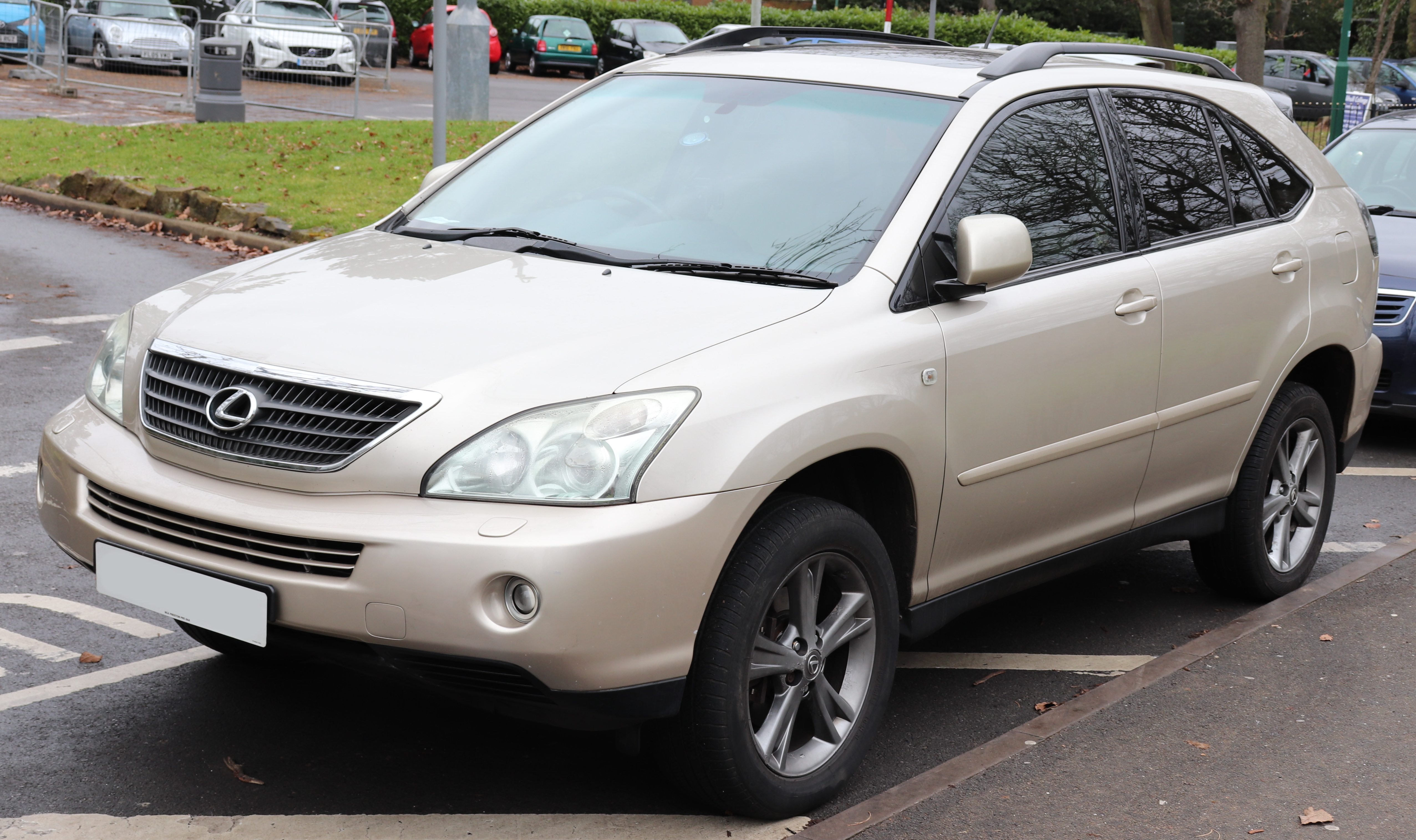 https://upload.wikimedia.org/wikipedia/commons/6/64/2005_Lexus_RX_400h_SE_CVT_3.3_Front.jpg