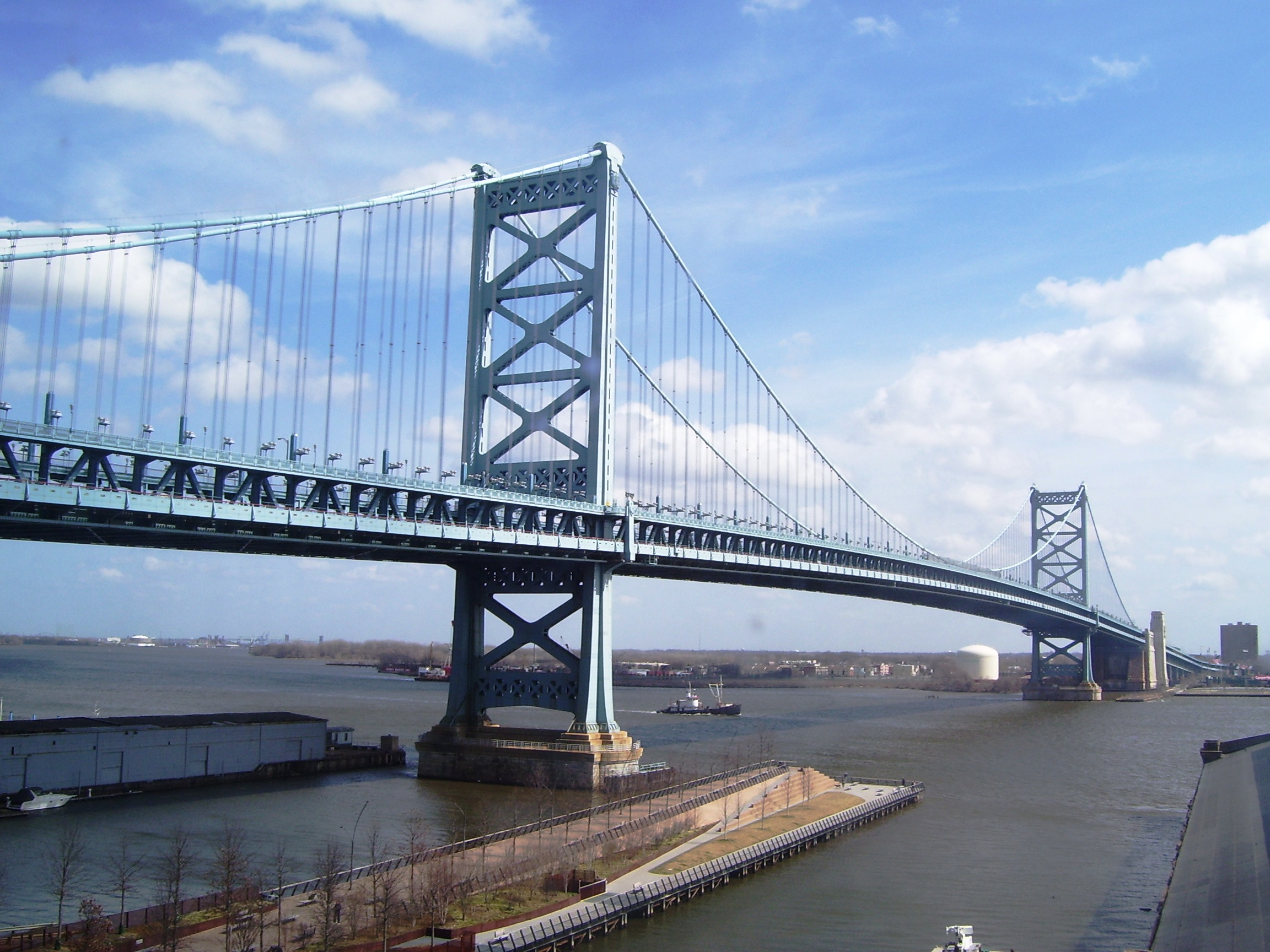 File 2012 Ben Franklin Bridge And Race Street Pier Jpg