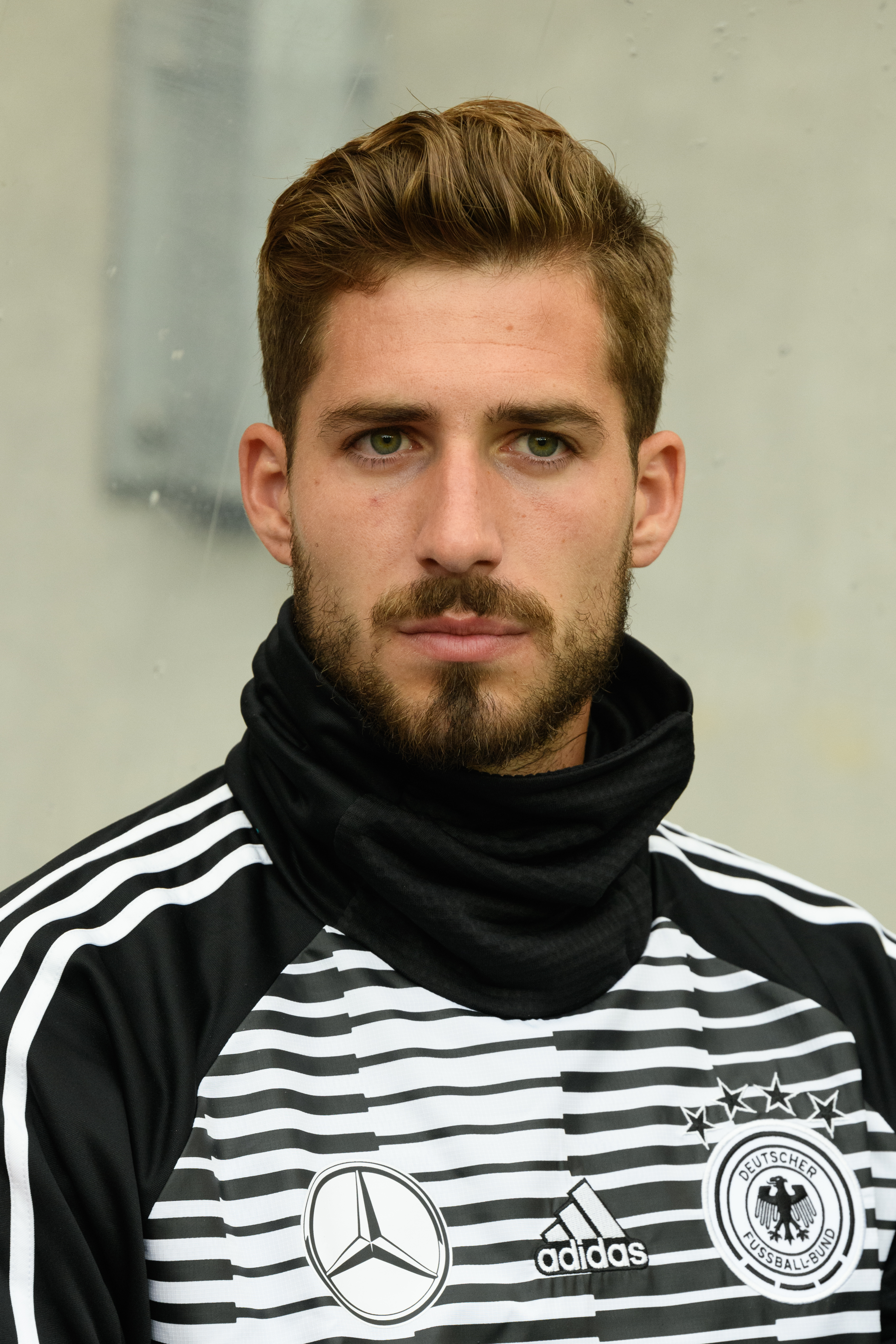 The 28-year old son of father (?) and mother(?) Kevin Trapp in 2018 photo. Kevin Trapp earned a  million dollar salary - leaving the net worth at 6 million in 2018