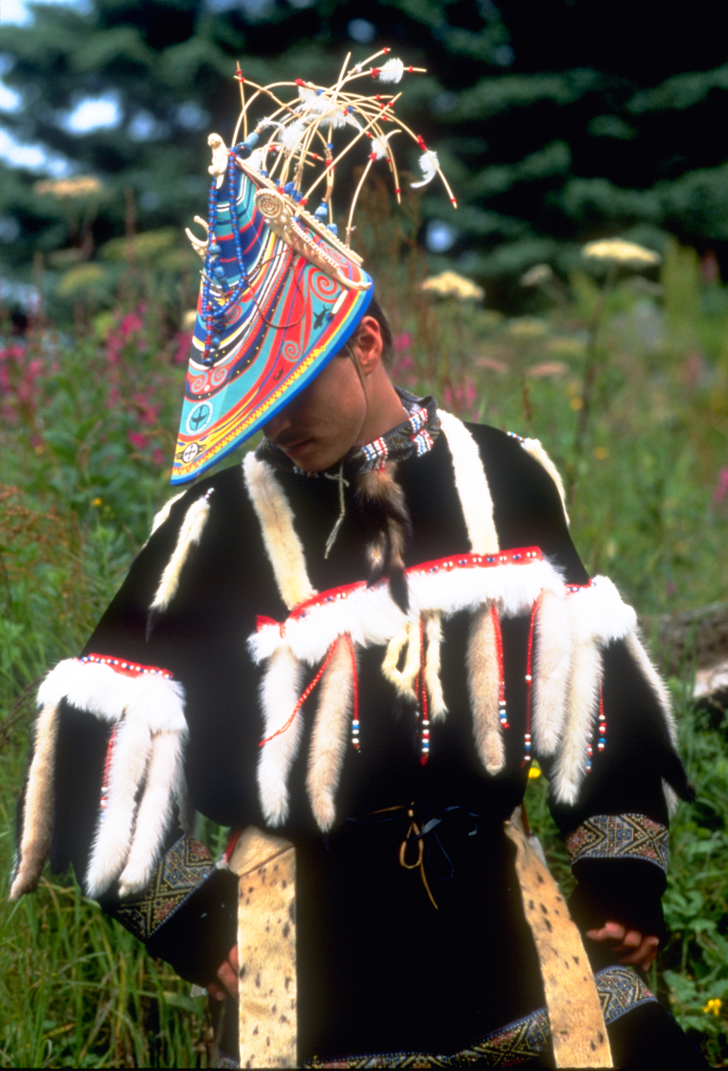 population alaskan native inuit The inuit lived in an area comprising a large part of northern earth, including northern canada parts often with little light therefore, the people of the arctic were forced to adapt to the harsh surroundings in order to survive they adapted every aspect of their.