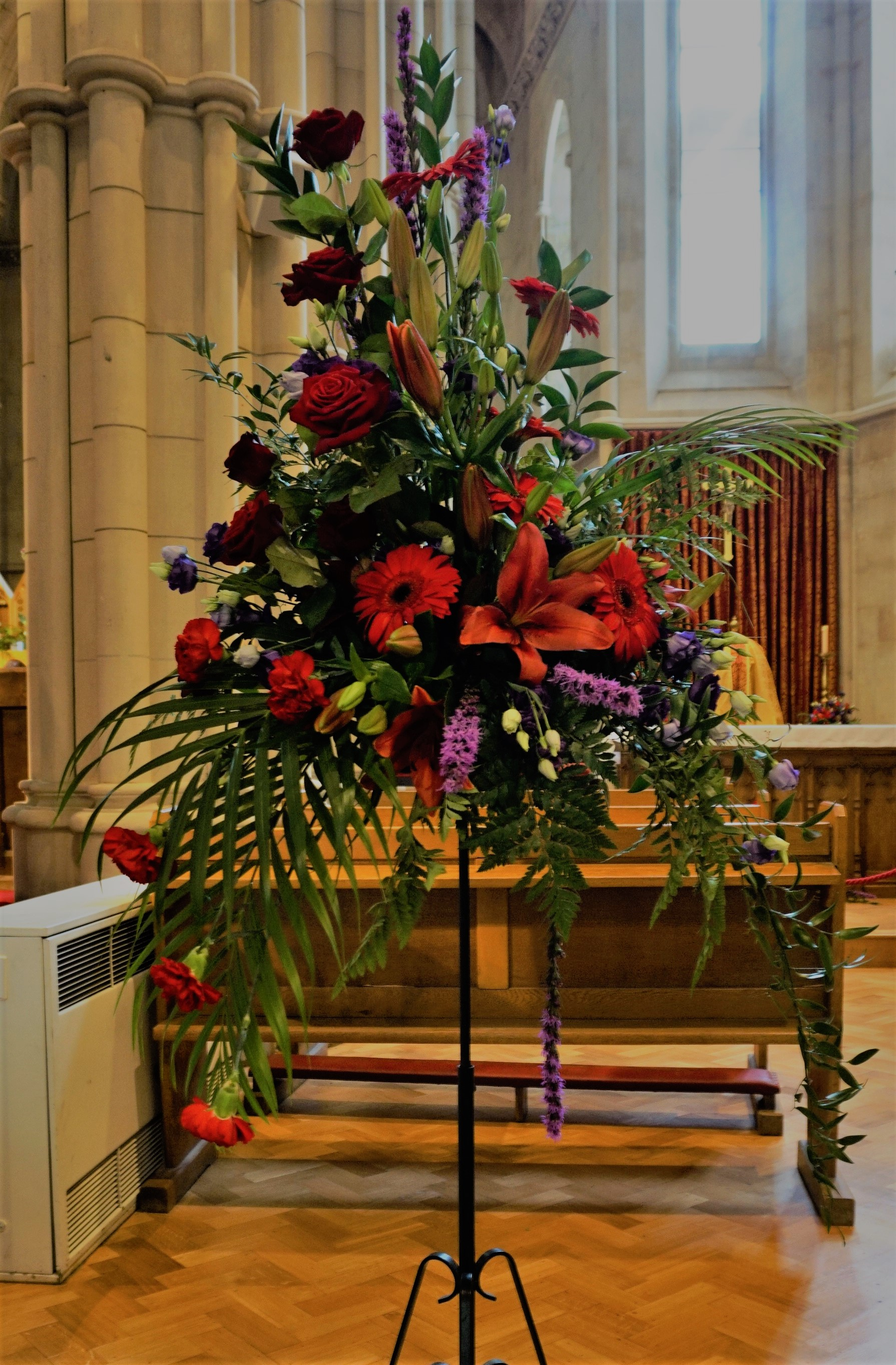 Filearrangement Of Lilies And Roses Arundel Cathedralg