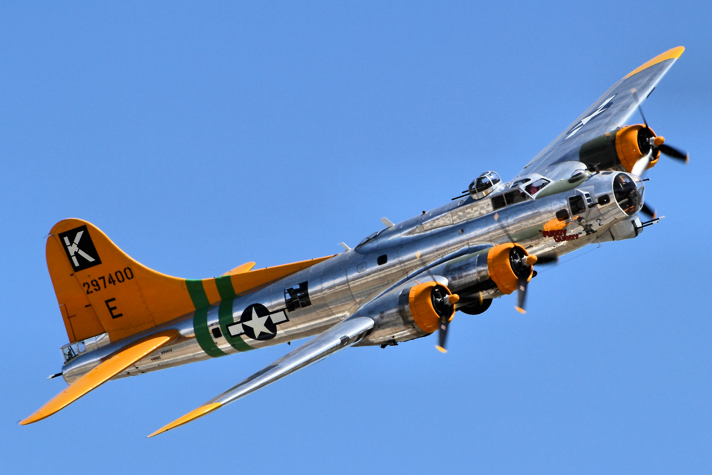 File B17 Flying Fortress Chino Airshow 2014 14112841238 Jpg