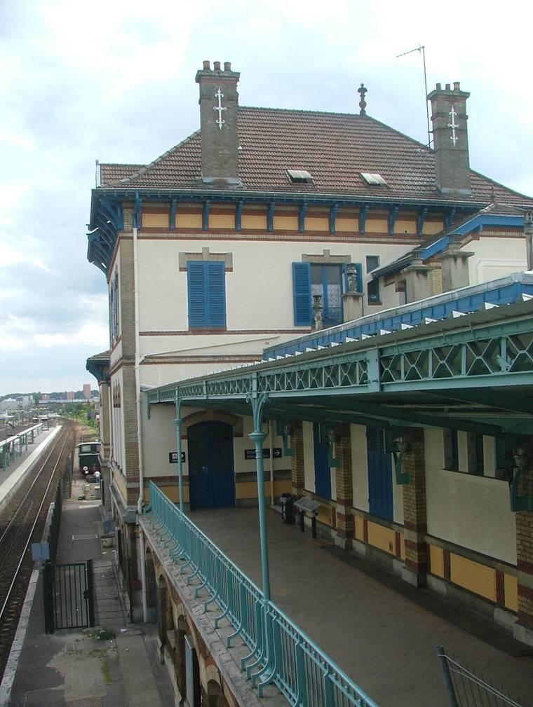 File balcon gare wikimedia commons for Balcon in english