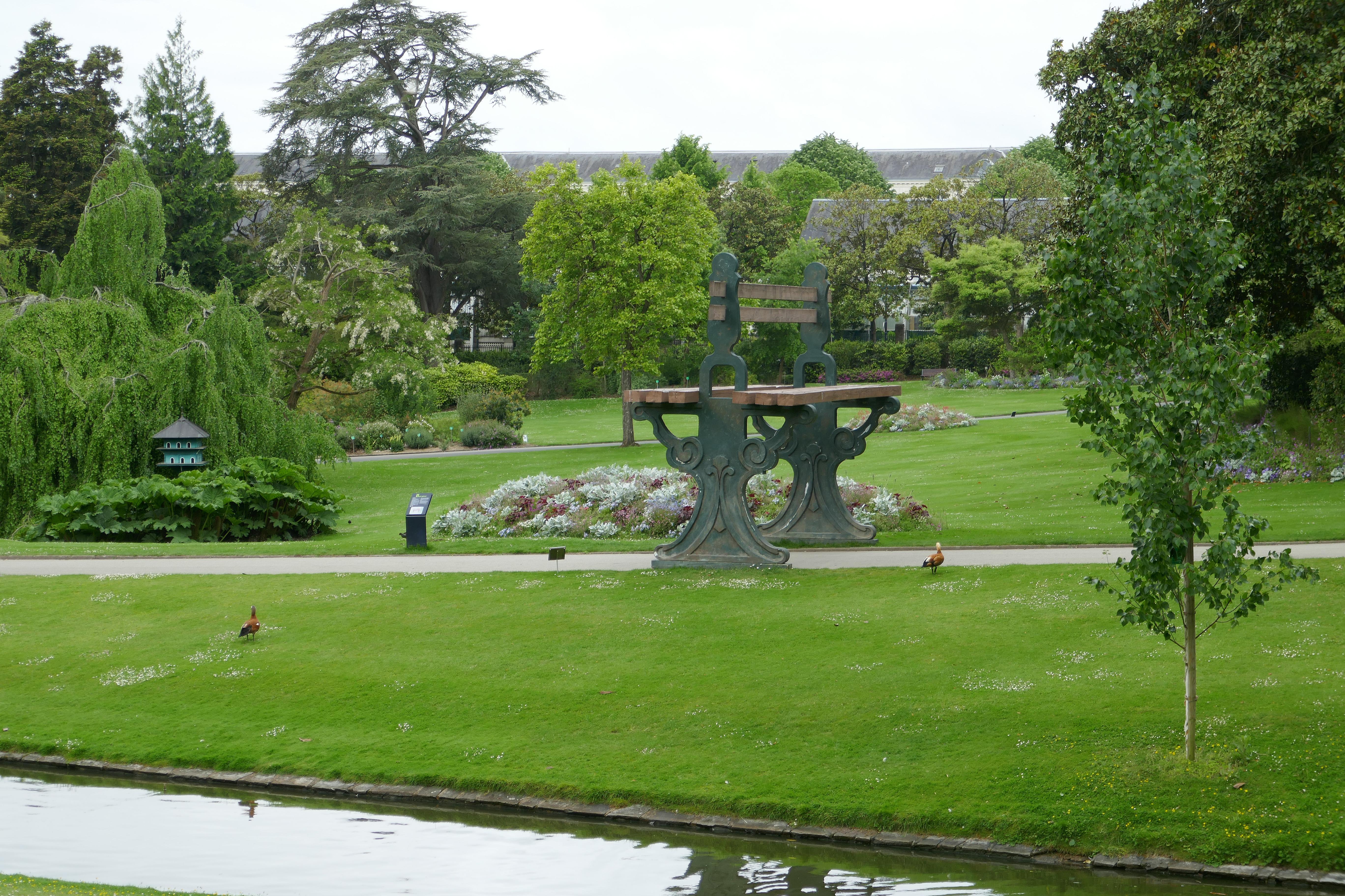 File Banc géant Jardin des plantes de Nantes Wikimedia mons