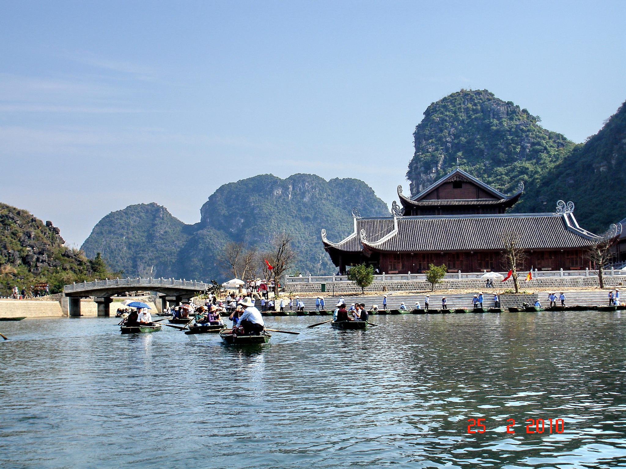 Bến thuyền ở trung tâm du khách Tràng An