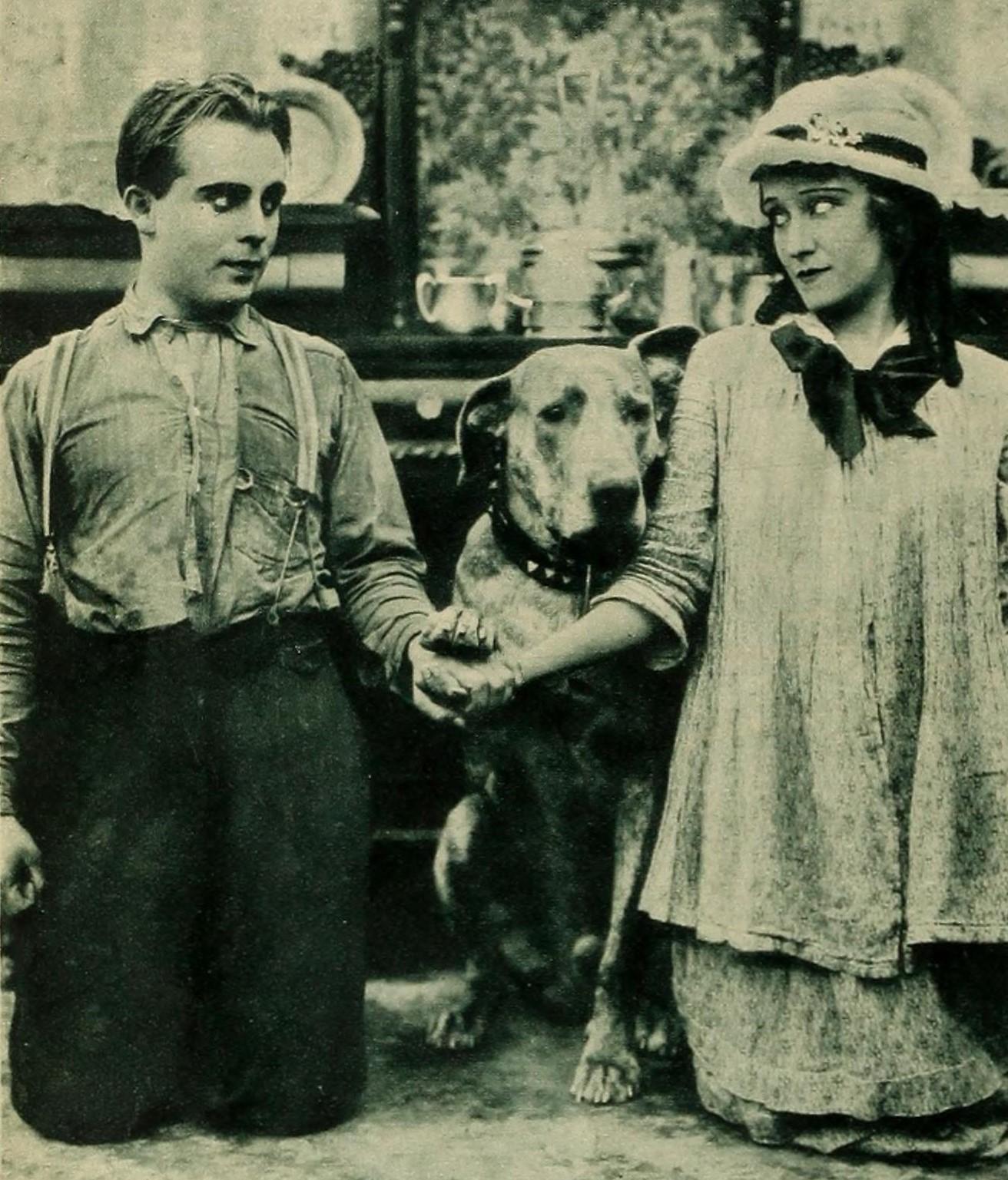 File:Bobby Vernon, Teddy the Dog, and Gloria Swanson - Talking Screen,  September 1930.jpg - Wikimedia Commons