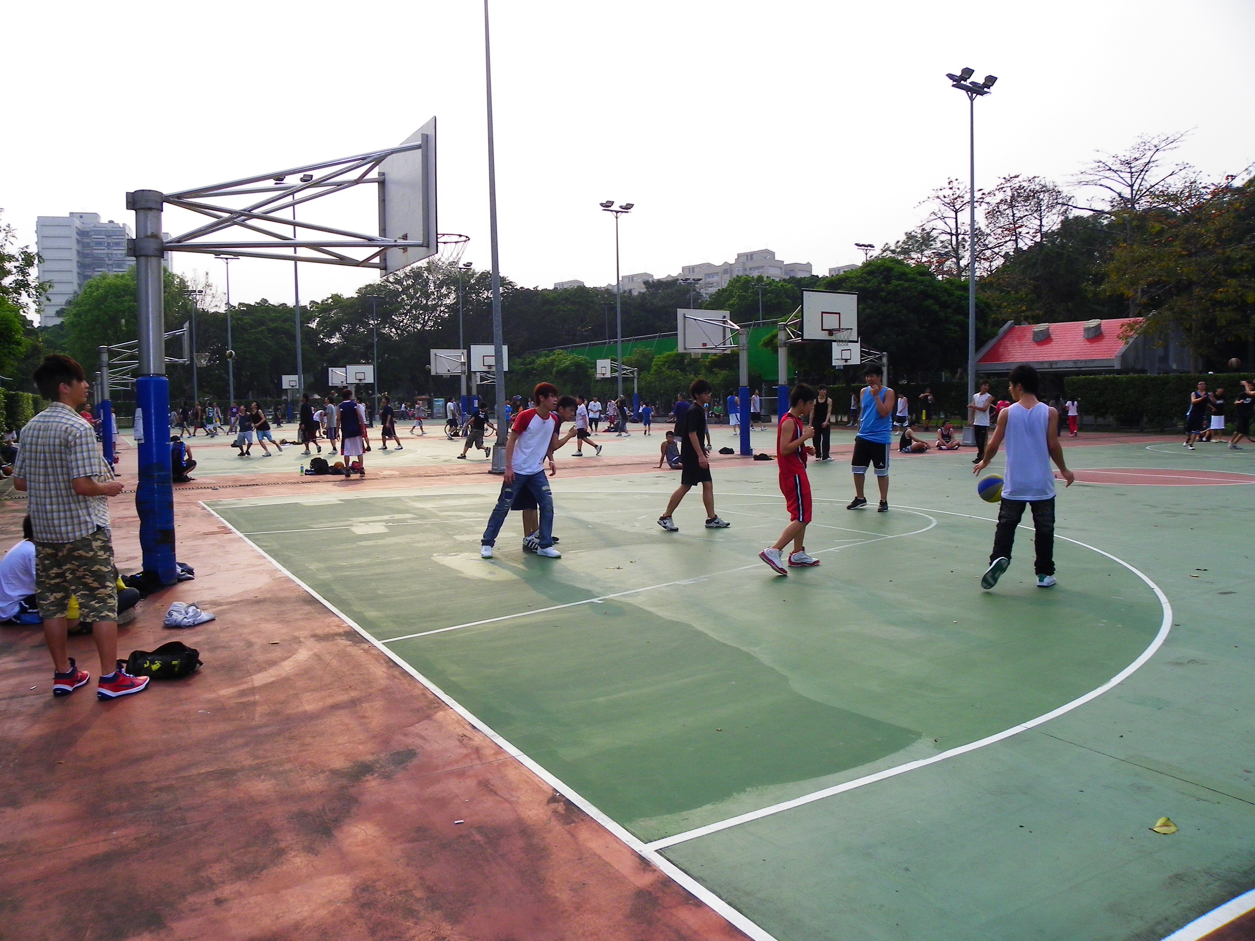 file boys playing basketball in youth park 20100314 jpg