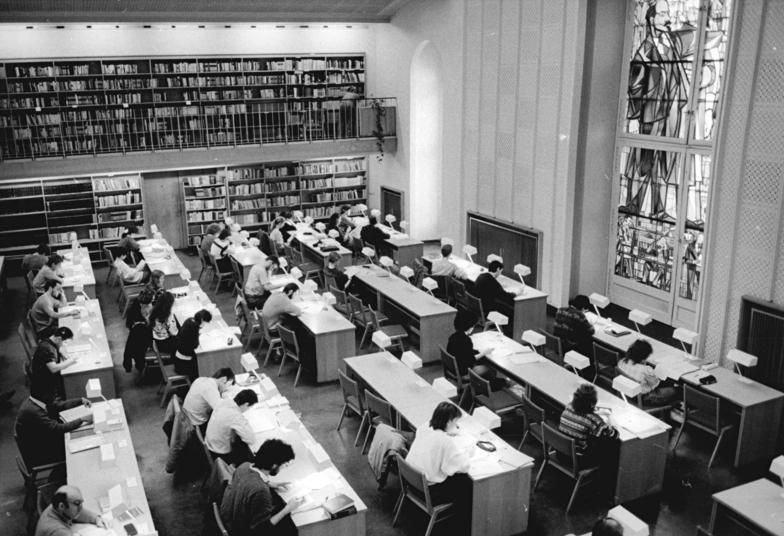 file bundesarchiv bild 183 1989 0203 017 berlin alte bibliothek wikimedia commons. Black Bedroom Furniture Sets. Home Design Ideas