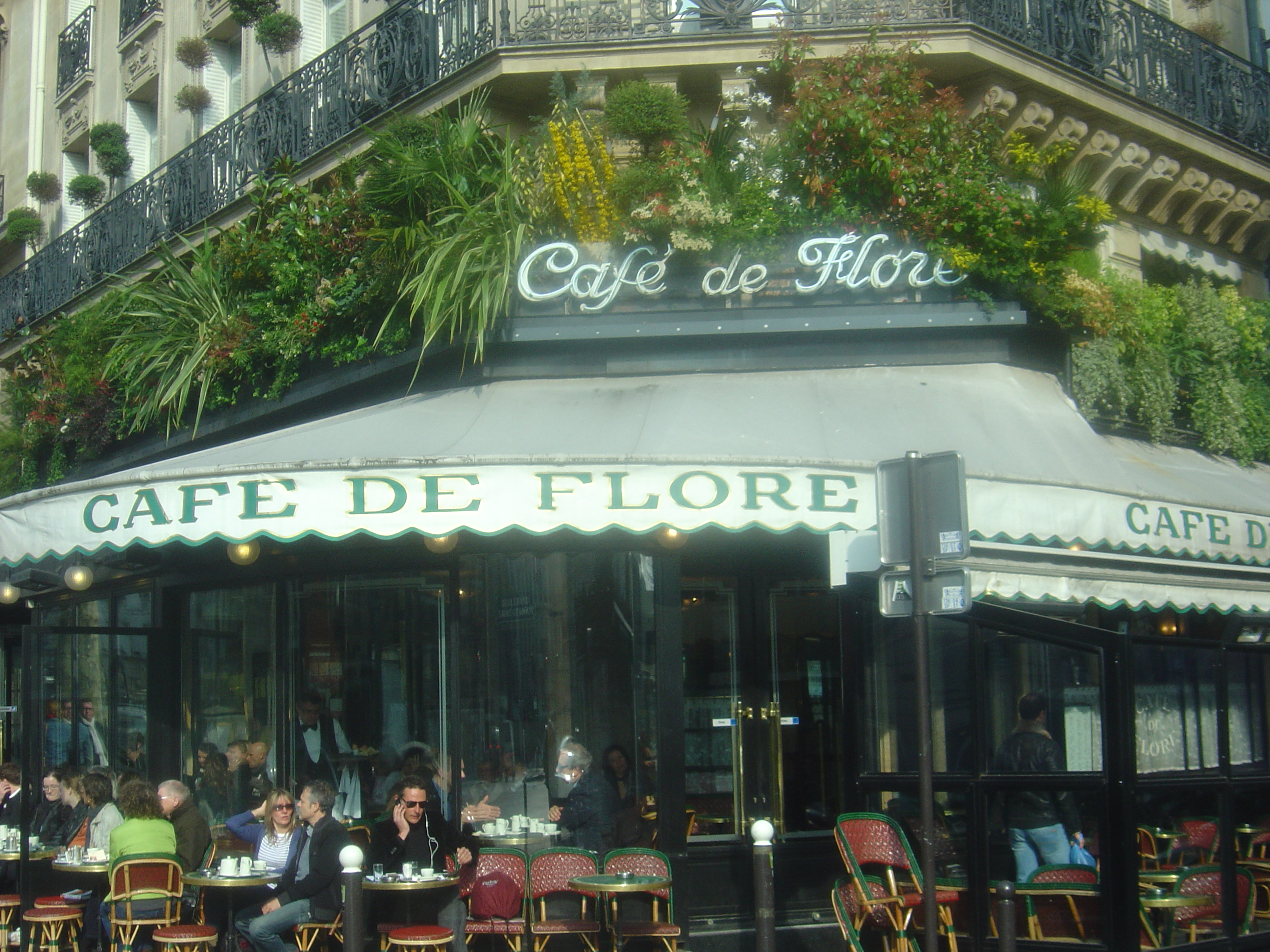 Cafe De Paris Radio