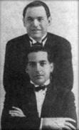 Francisco Canaro (por detrás) y Rafael Canaro en una gira por la década del '20.