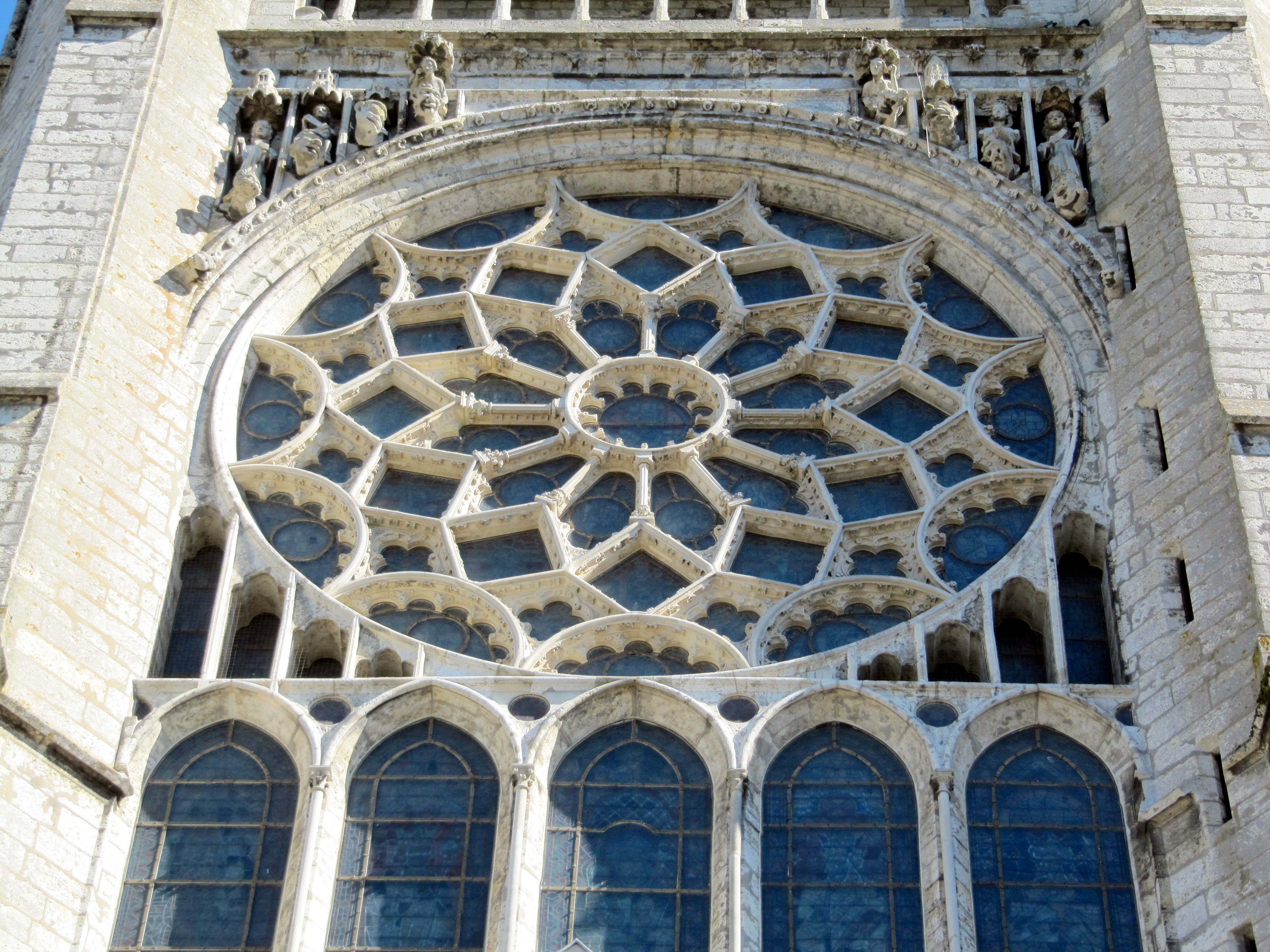 File cath drale de chartres rosace jpg wikimedia commons for Architecture gothique