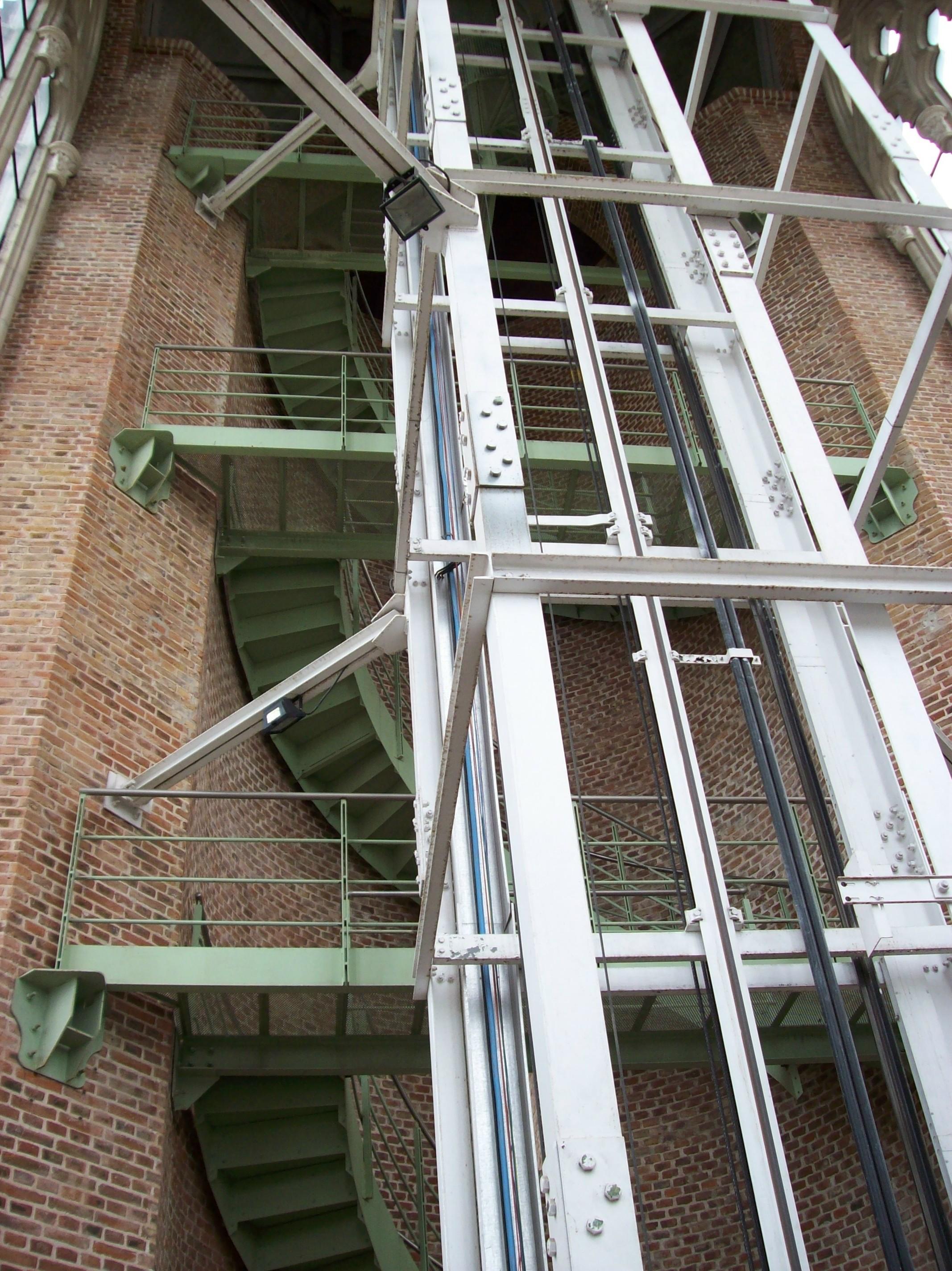 caracol y hueco del ascensor en la catedral de la platajpg