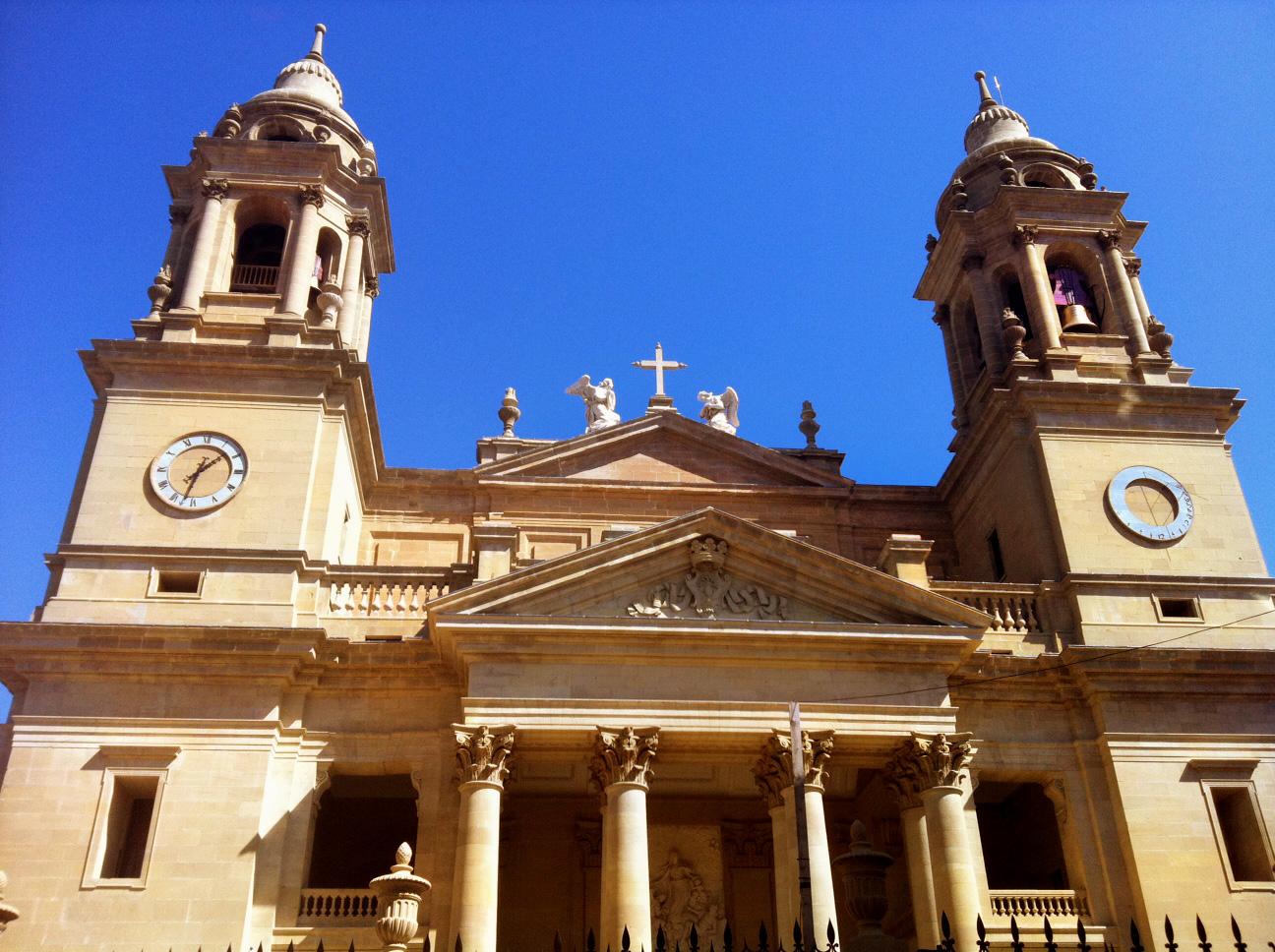 File:Fachada catedral pamplona restaurada.jpg - Wikimedia Commons