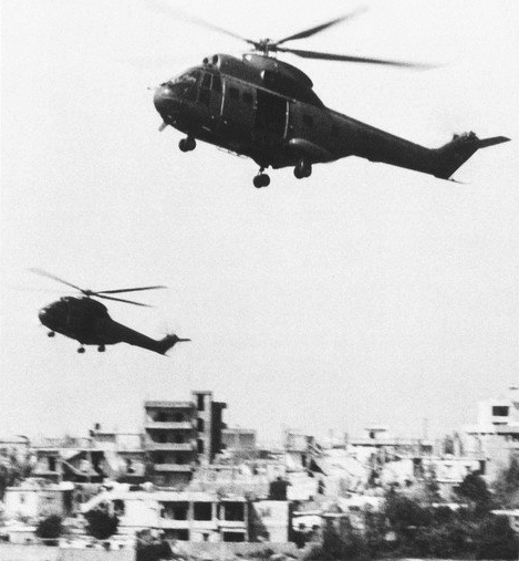French A%C3%A9rospatiale SA 330 Puma helicopters in Beirut 1983.jpg