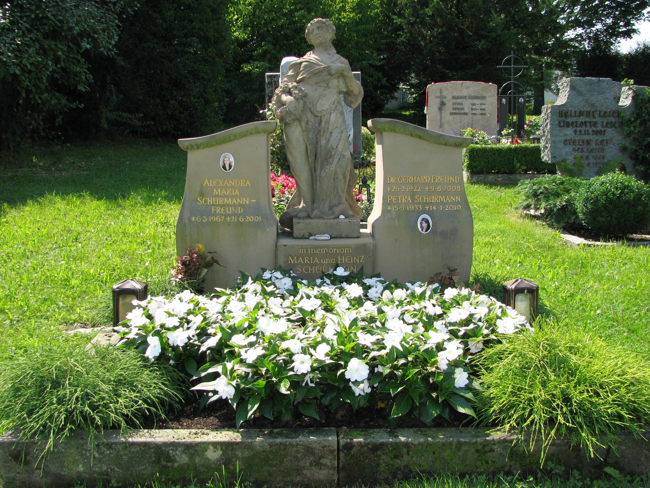 Grab von Petra Schürmann