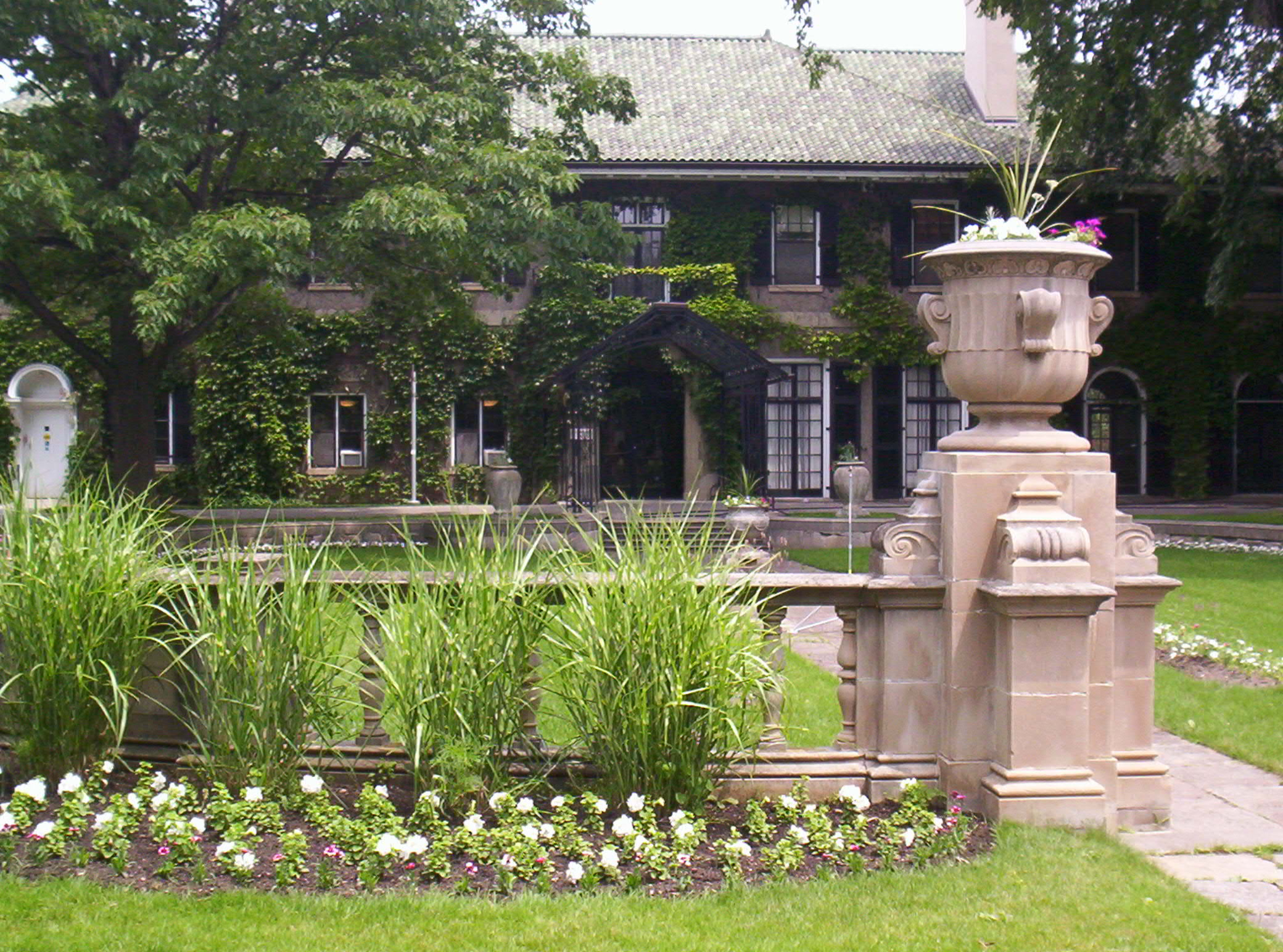 A photograph of Glendon Manor.
