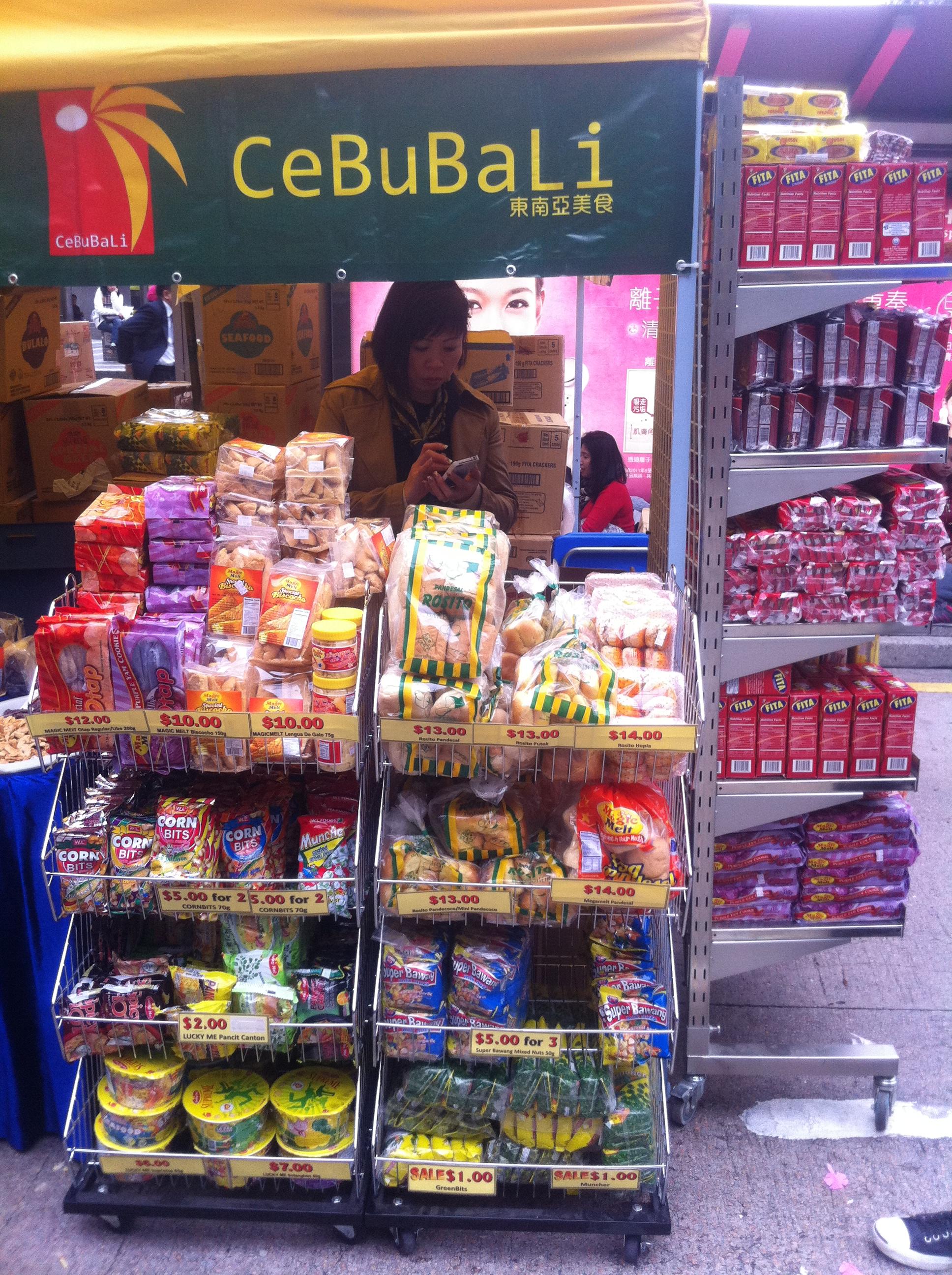 HK 中環 Central 遮打道 Chater Road Sunday 菲律賓 Food products of Philippine Jan-2012 Ip4.jpg 中文(香港): HK zh:中環 Central zh:遮打道 Chater Road Sunday zh:菲律賓人 Filipino