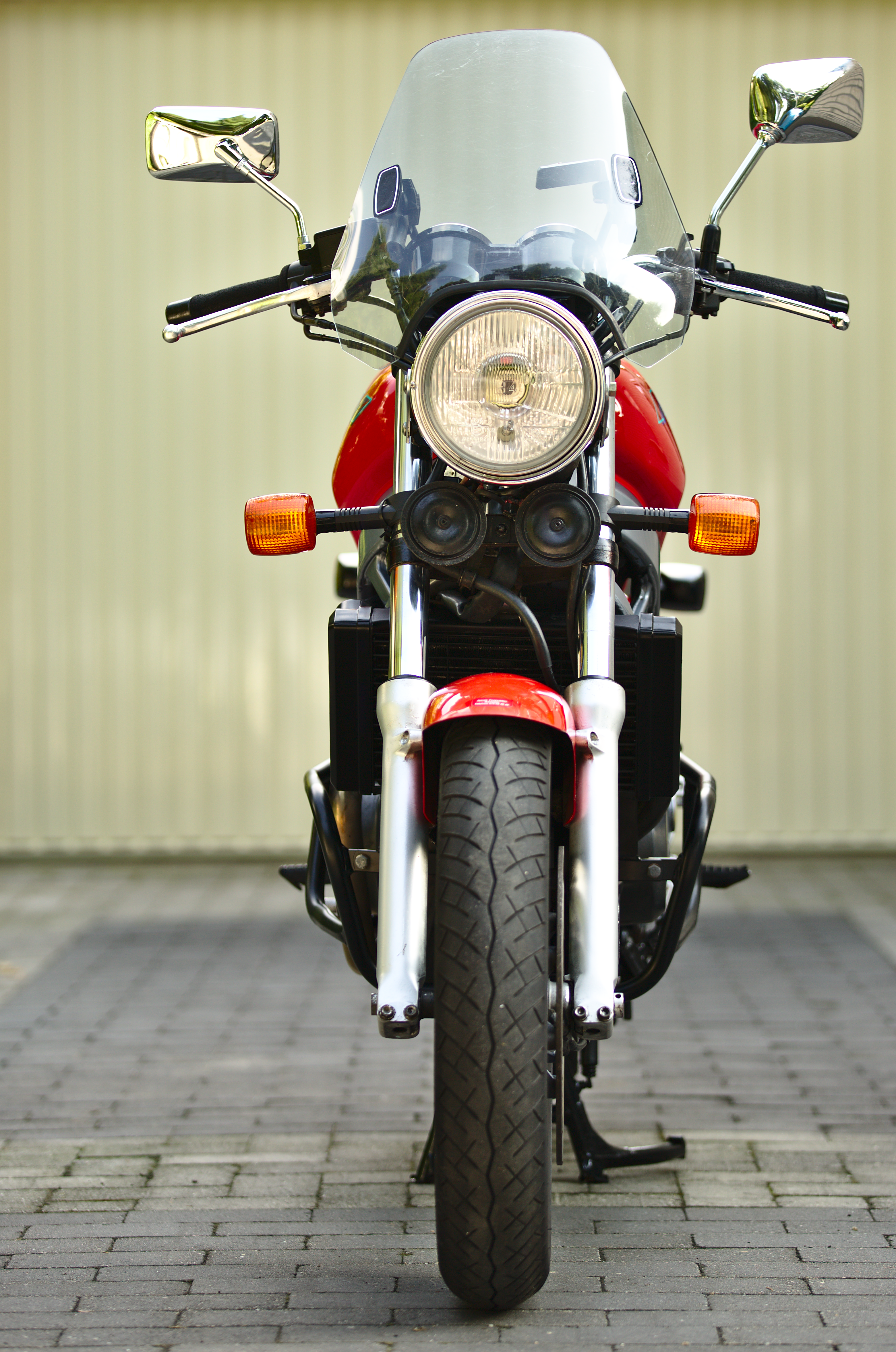 file:honda ntv650 motorcycle (1993) front view + windshield