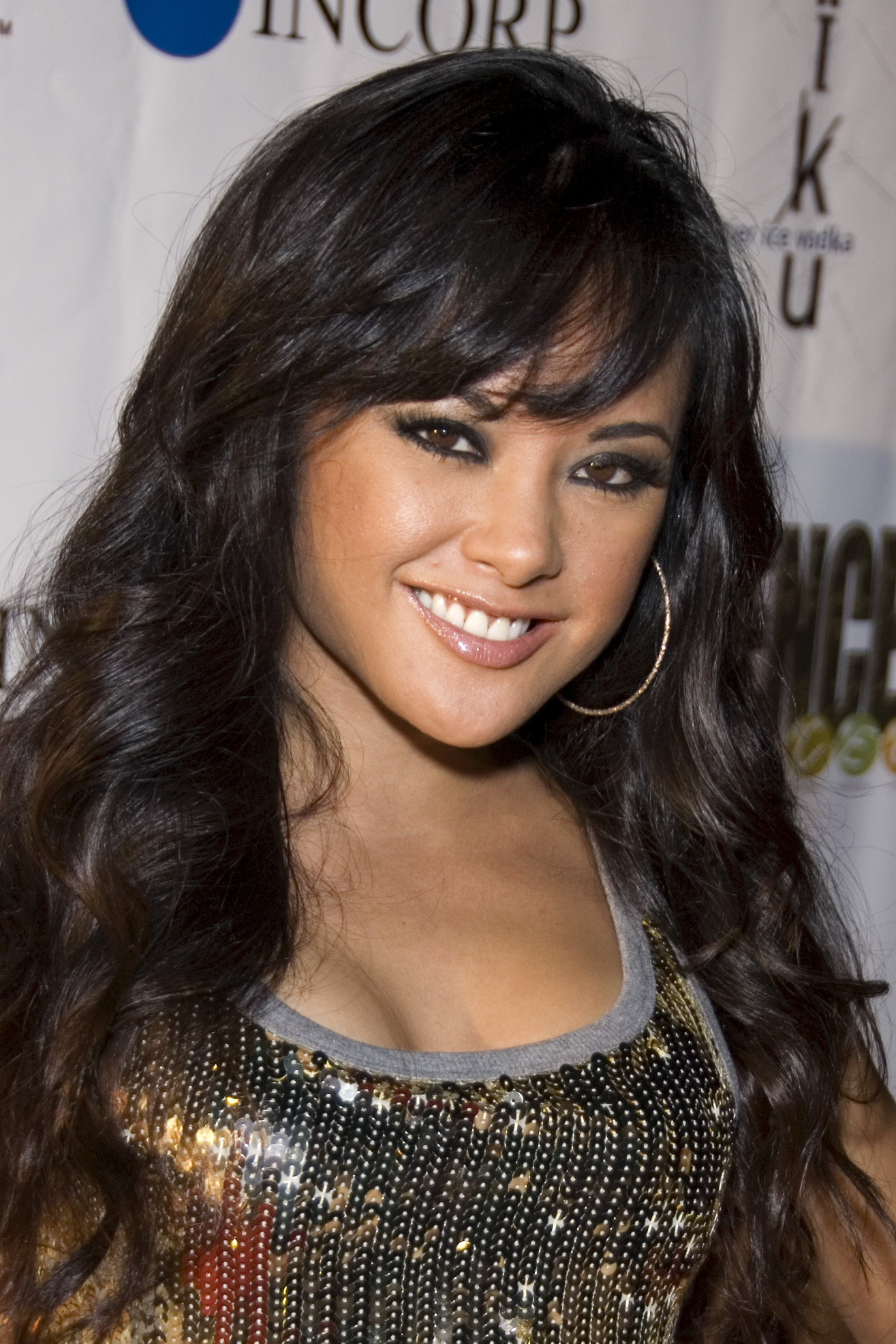 http://upload.wikimedia.org/wikipedia/commons/6/64/Kaylani_Lei_2007.jpg