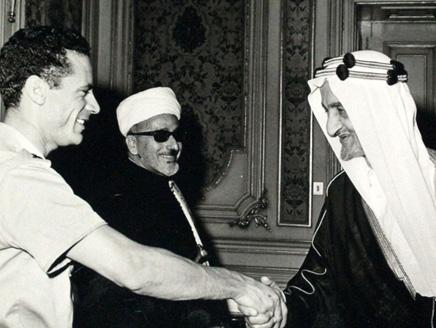 King_Faisal_with_Qathafi_1970s.jpg