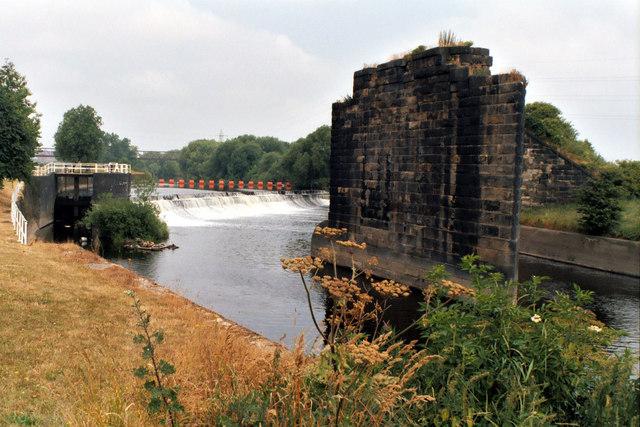 Knostrop Weir, River Aire - geograph.org.uk - 828663