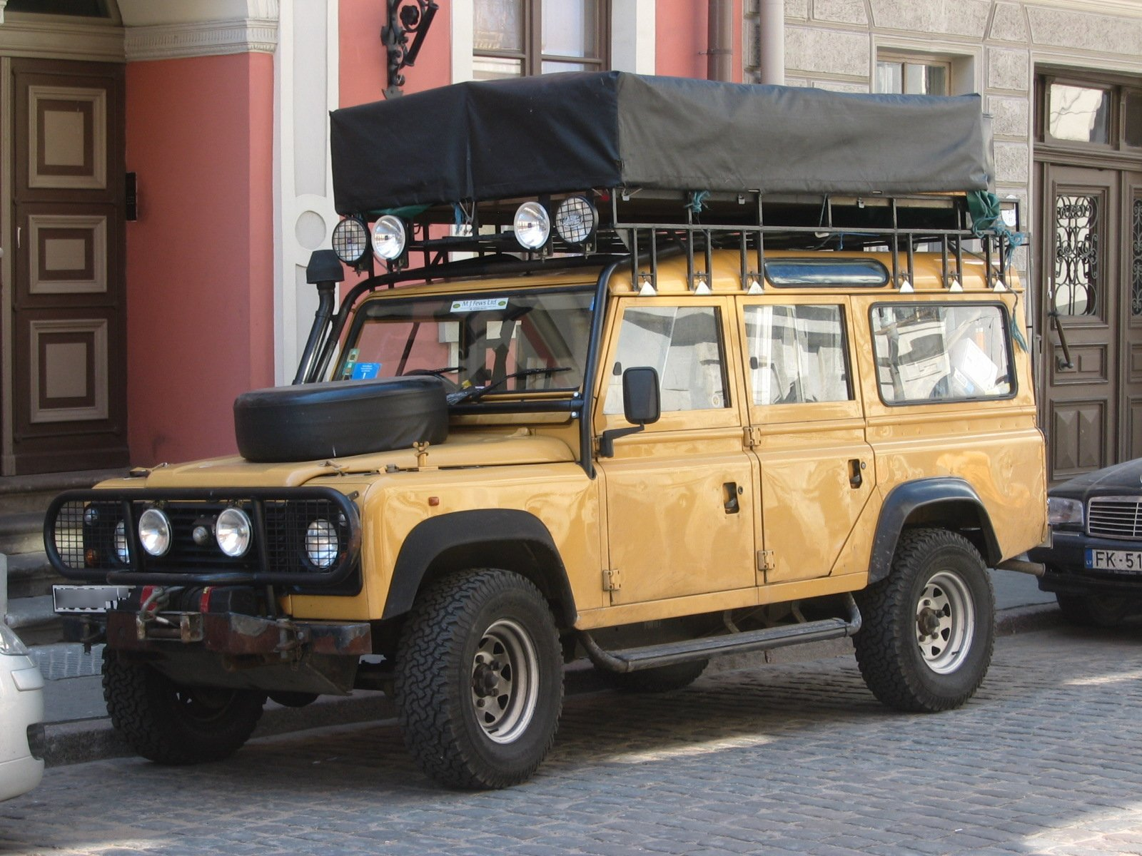 File Land Rover Defender 110 Front Q Jpg Wikimedia Commons