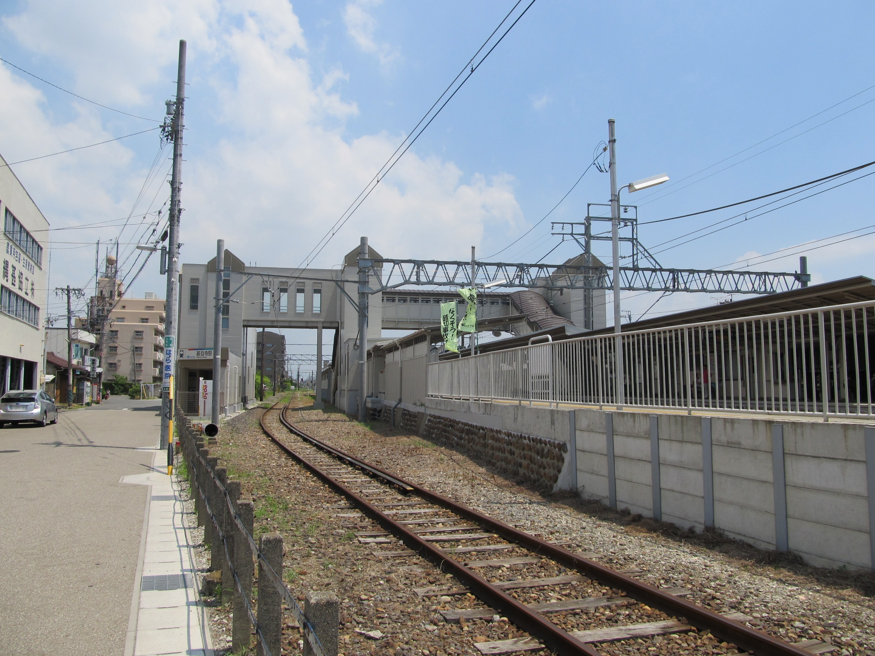 https://upload.wikimedia.org/wikipedia/commons/6/64/MT-Jimokuji_Station-Indwelling_line_1.jpg