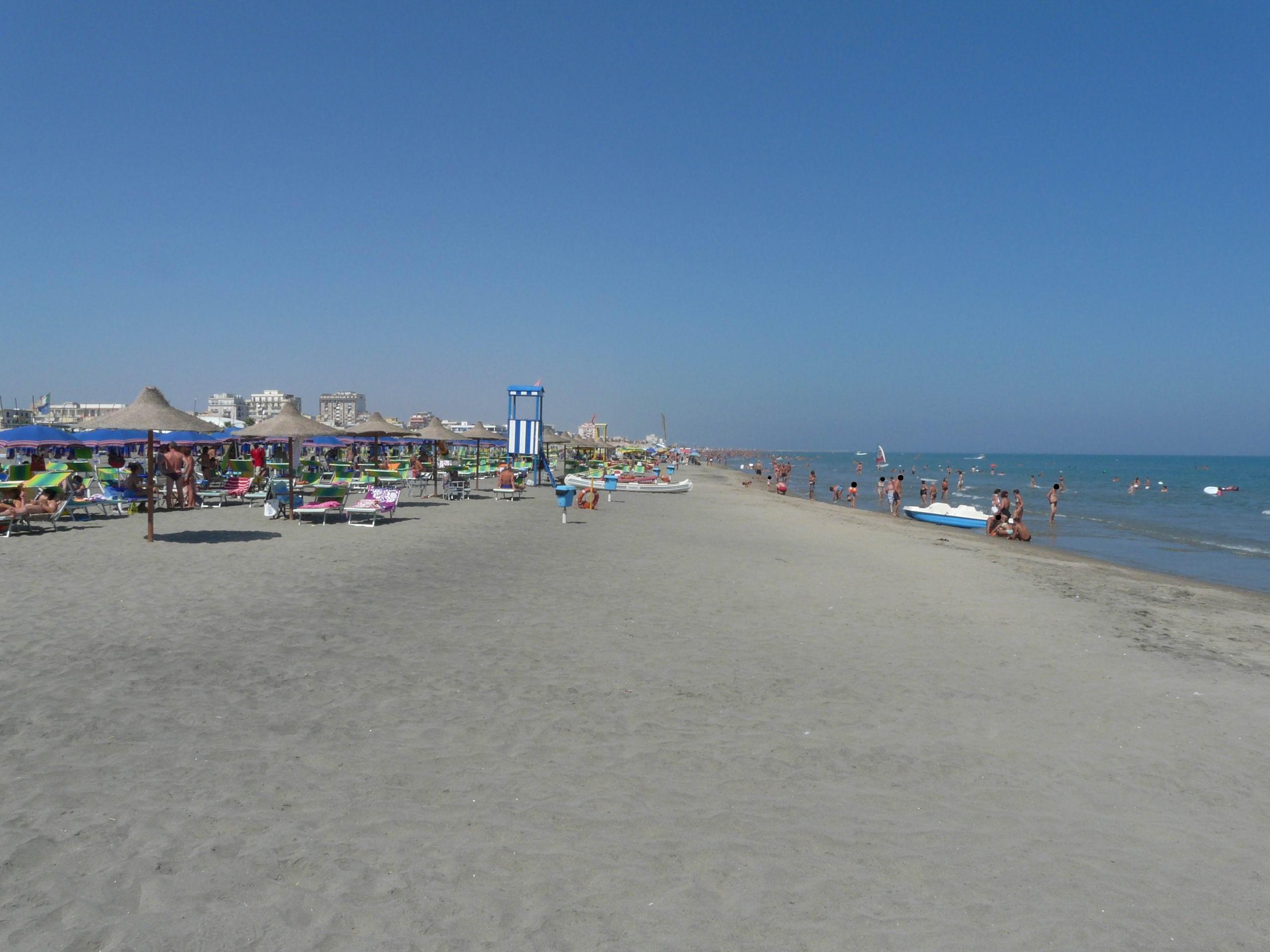Matrimonio Spiaggia Margherita Di Savoia : File margherita di savoia bt la spiaggia g