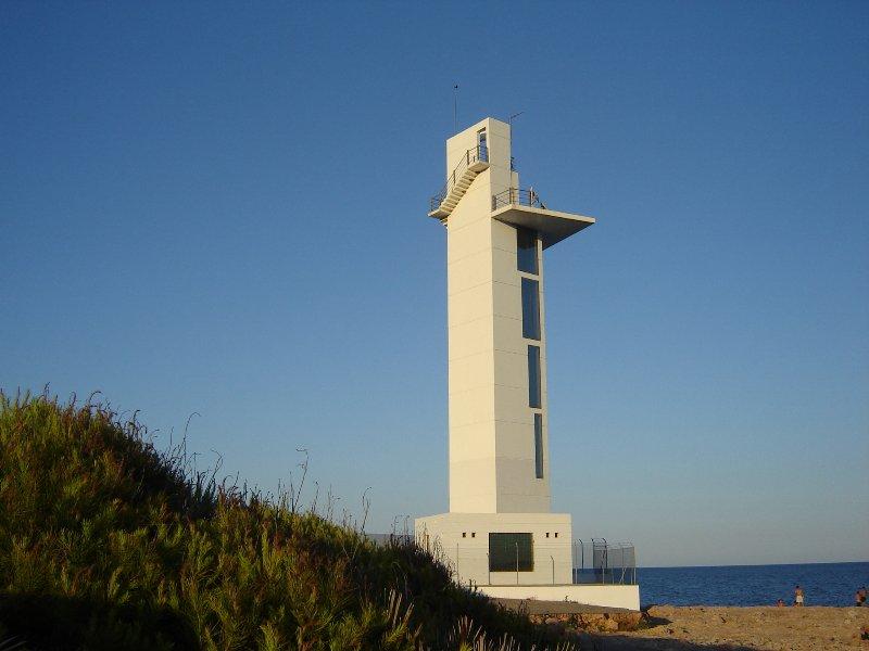 Datei:Moderner Leuchtturm.jpg