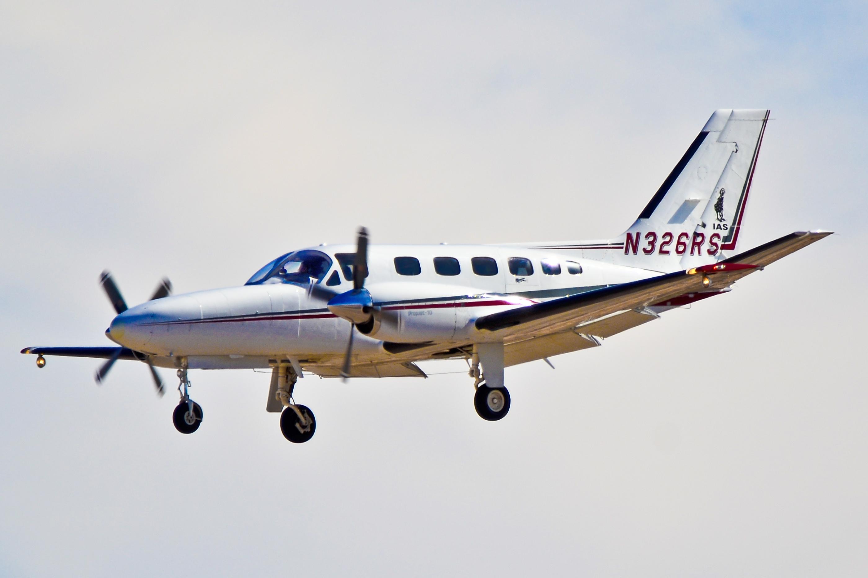 N326RS_1983_Cessna_441Conquest_II_C-N_441-0326_-_Ias_Air_%286832531090%29.jpg