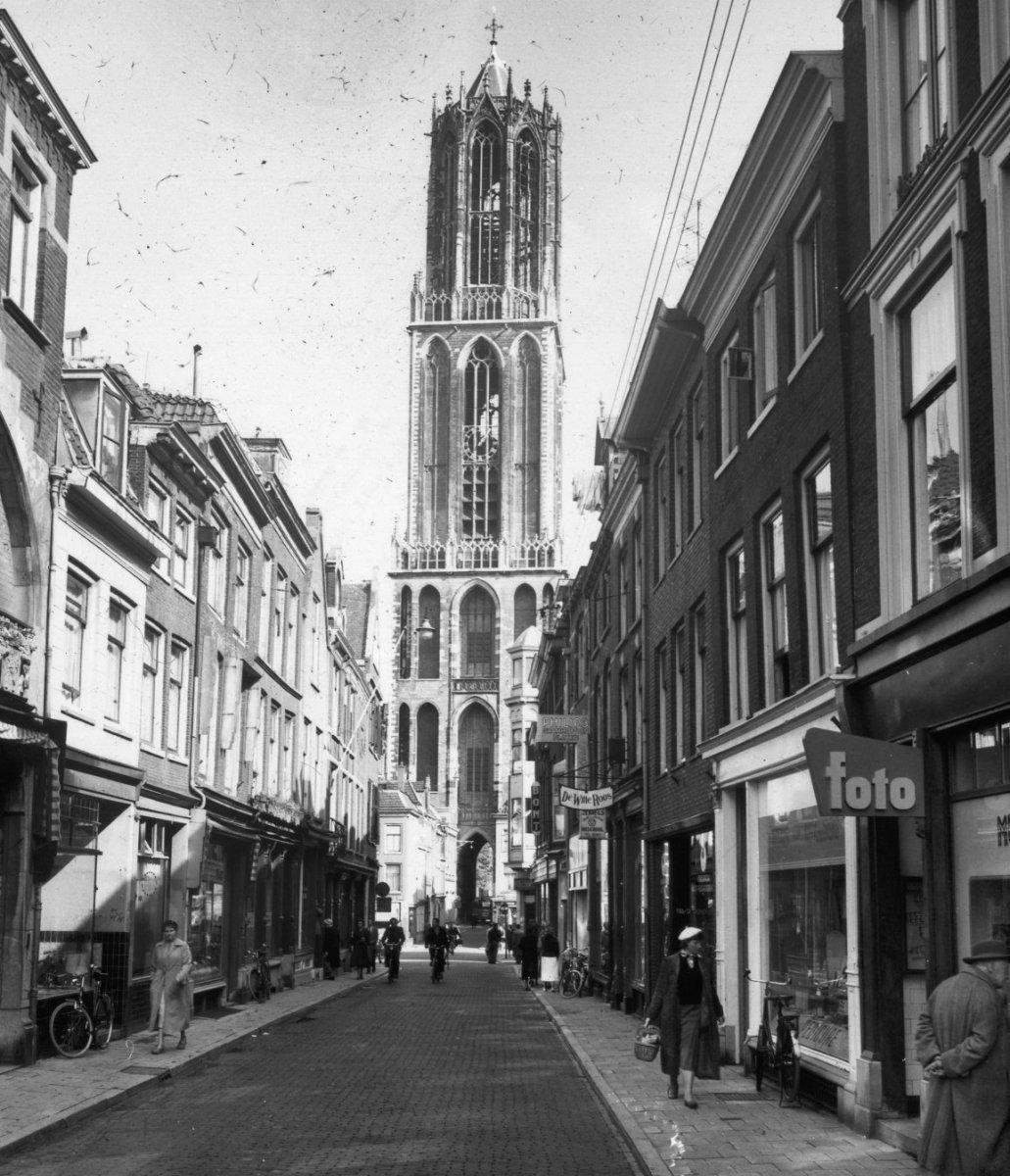 Tassen Utrecht Zadelstraat : File overzicht van de domtoren gezien vanuit