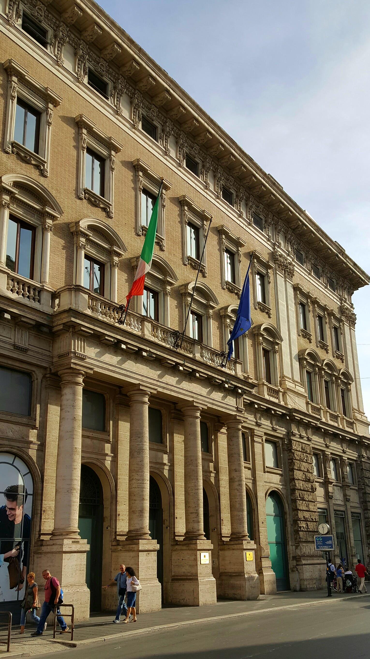PCM Largo Chigi 19.jpg Italiano: Presidenza del Consiglio dei Ministri, sede di Largo Chigi, 19 Date 28 May 2016, 17:59:01 Source Own work