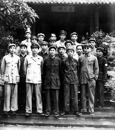 File:PLA general in Su Temple.jpg