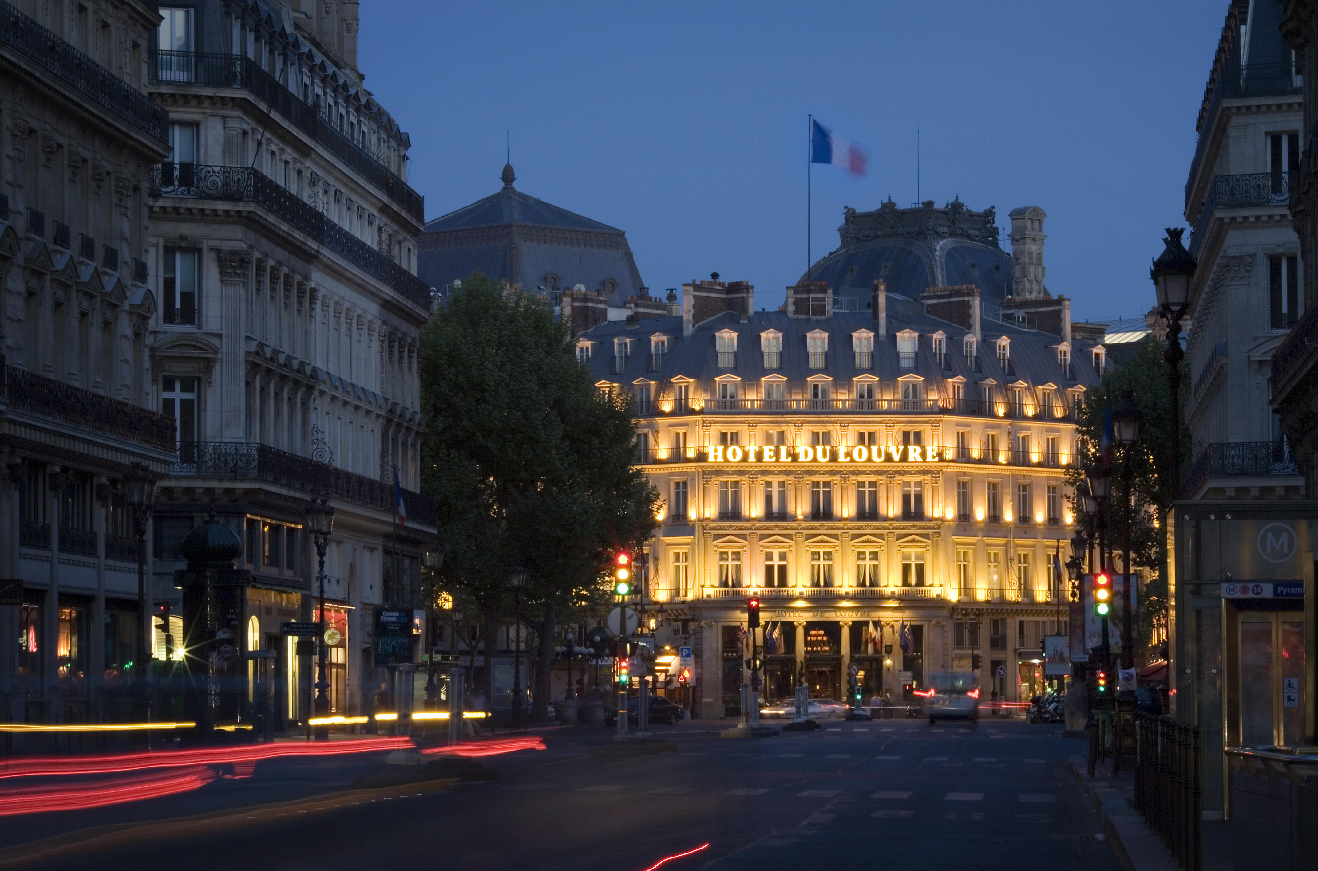 File Paris Avenue De L 39 Opera And The Hotel Du Louvre