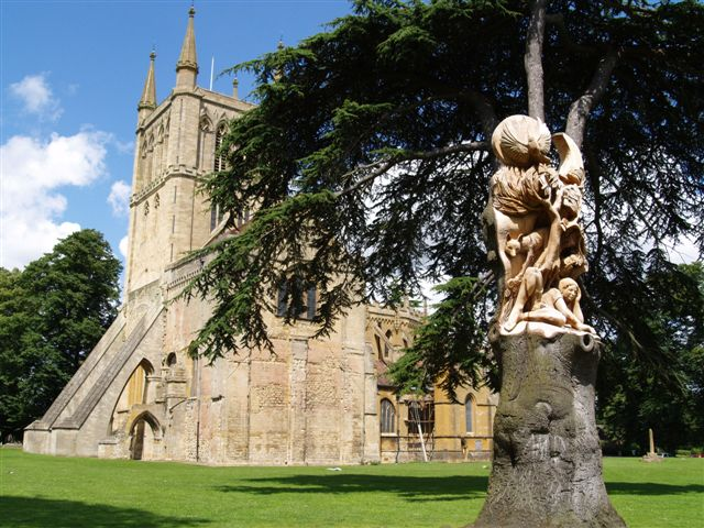 Pershore Abbey tree sculpture - geograph.org.uk - 489420