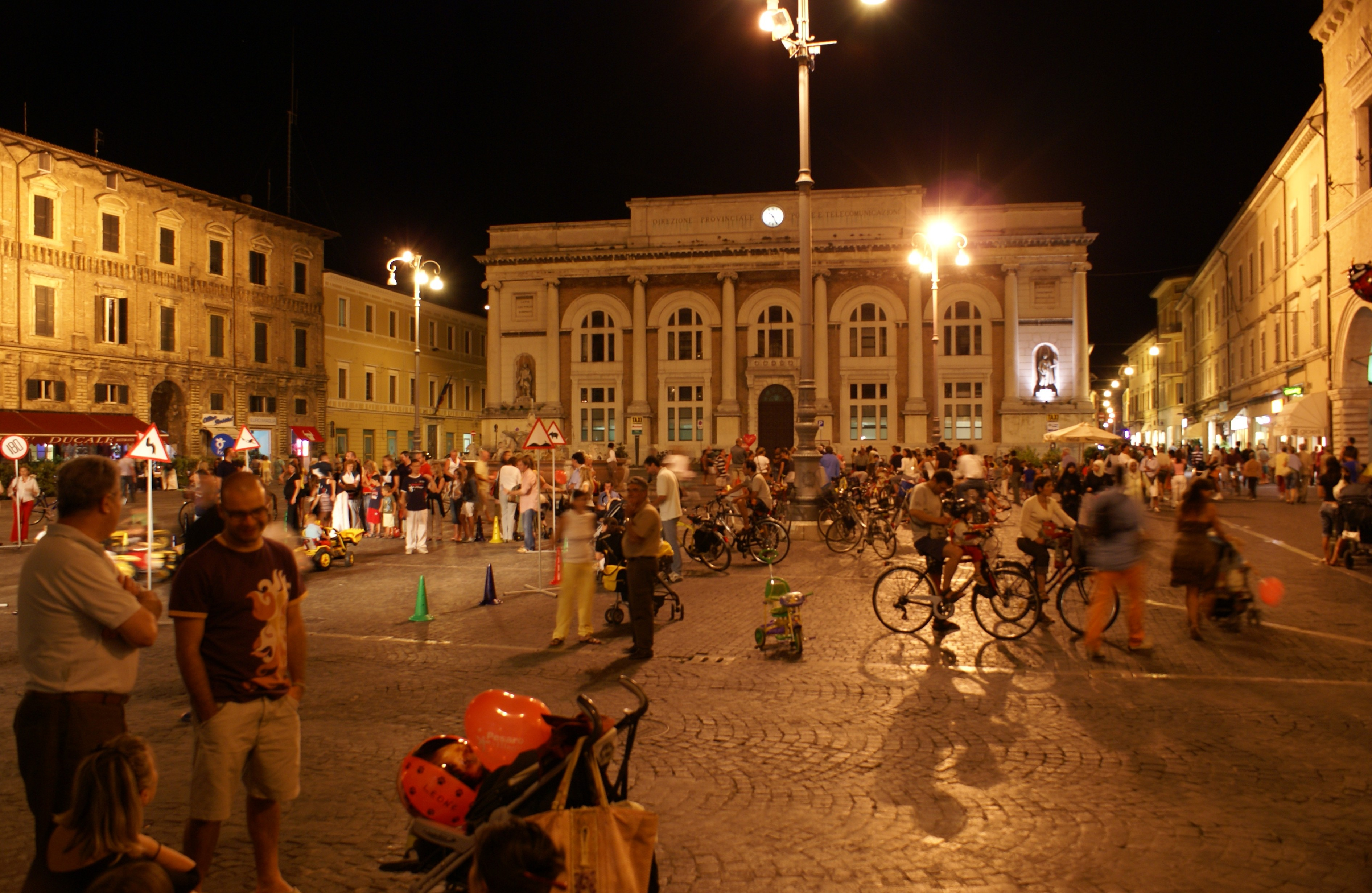 Pesaro Italy  city pictures gallery : Piazza del Popolo, Pesaro, Italy Wikimedia Commons