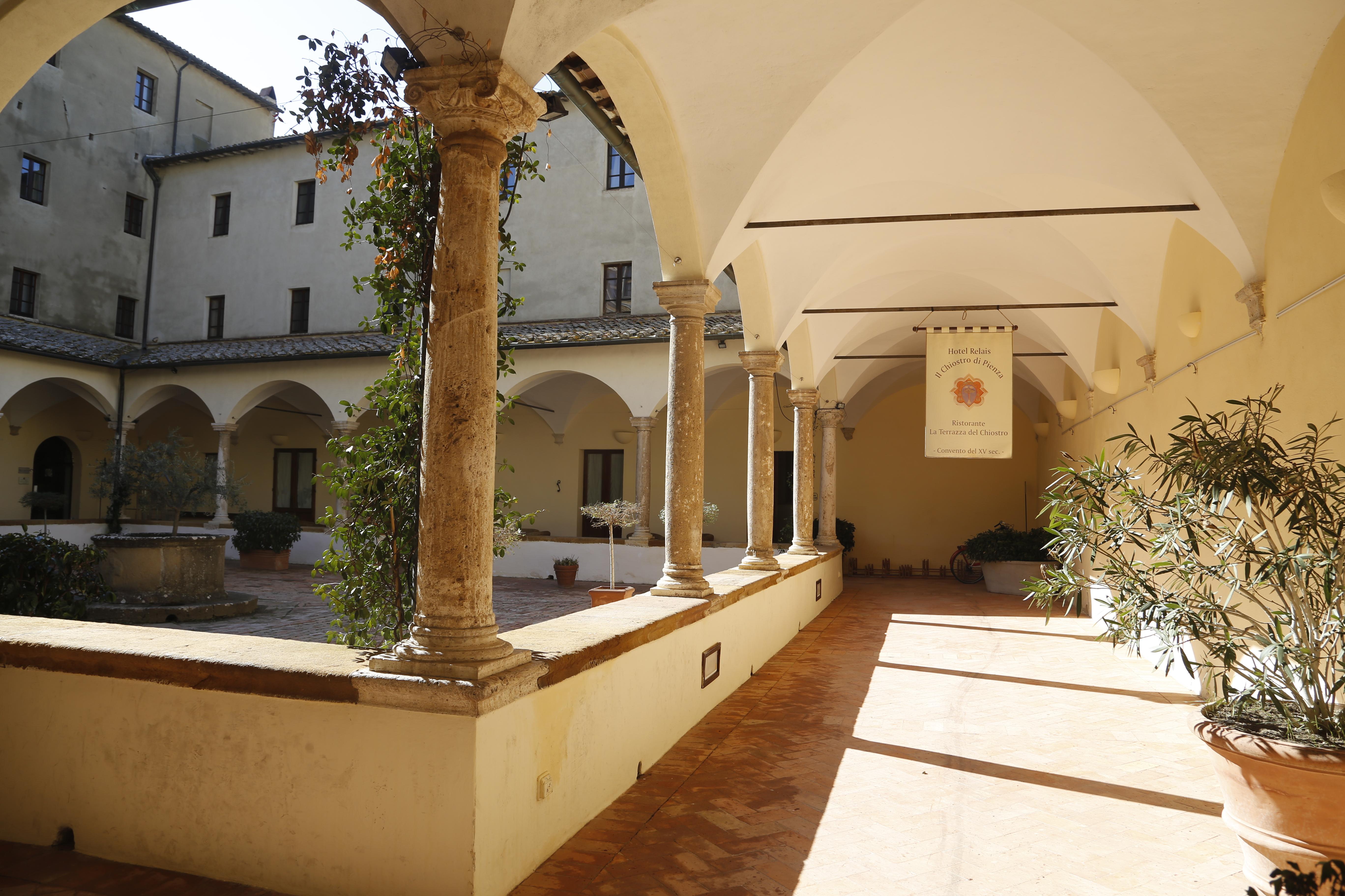 Interno del chiostro del Convento di San Francesco a Pienza