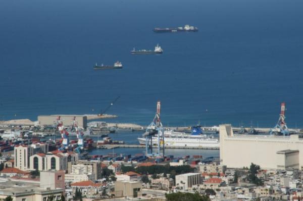 File:PikiWiki Israel 542 Haifa Port נמל חיפה.JPG