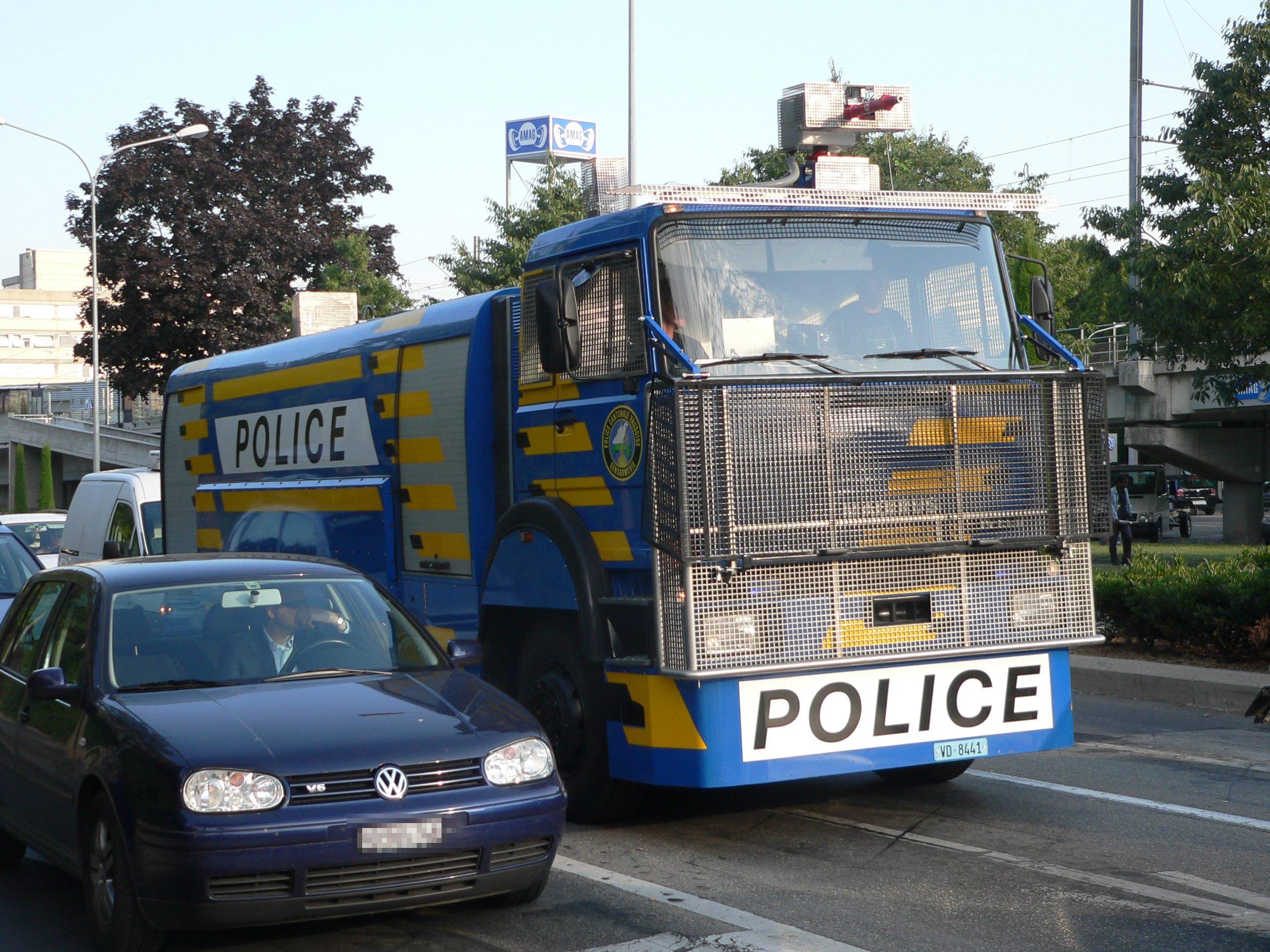 historia de la policia en el mundo y argentina