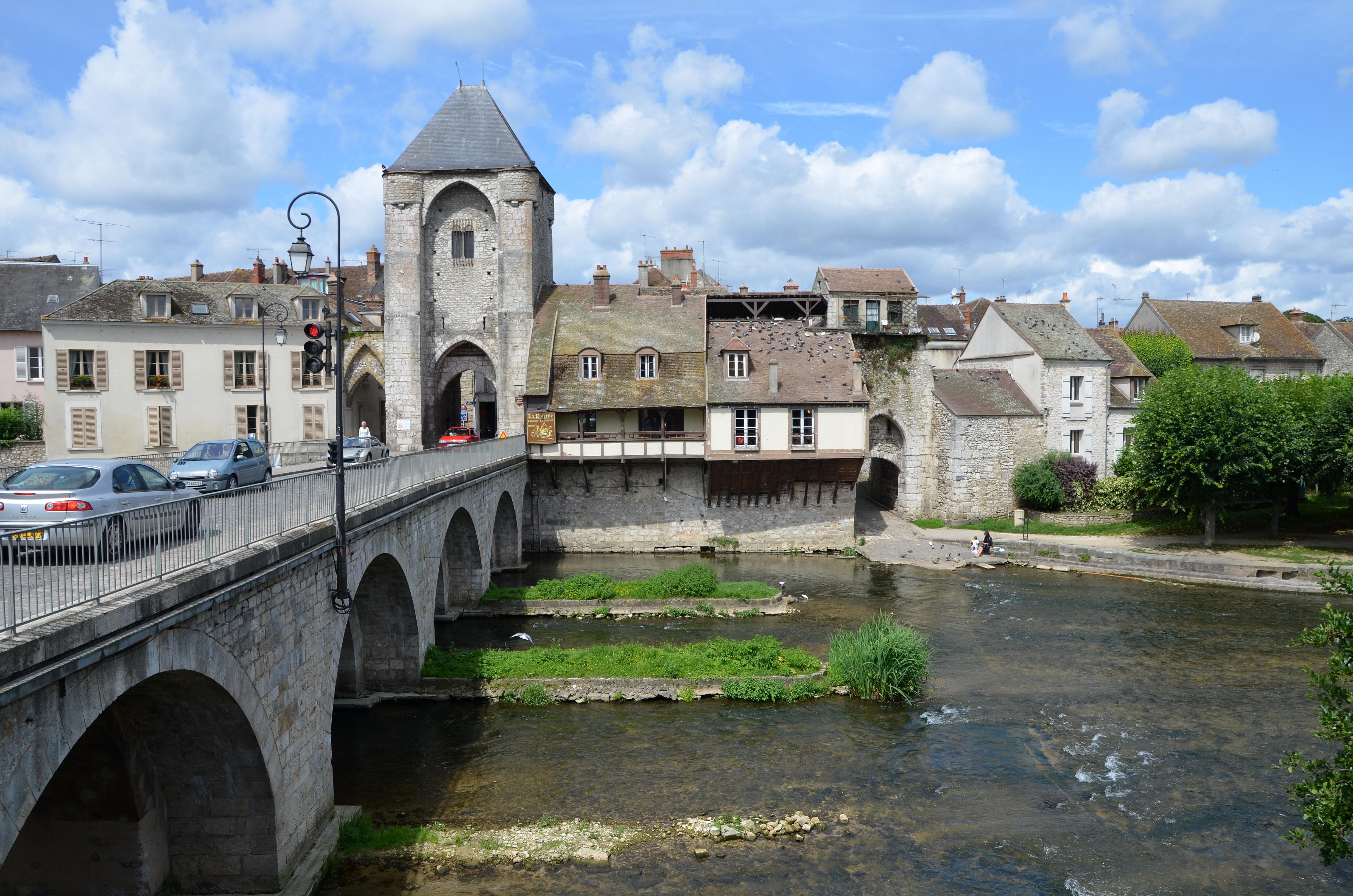 File pont de moret sur loing et porte de bourgogne dsc - La porte de bourgogne moret sur loing ...
