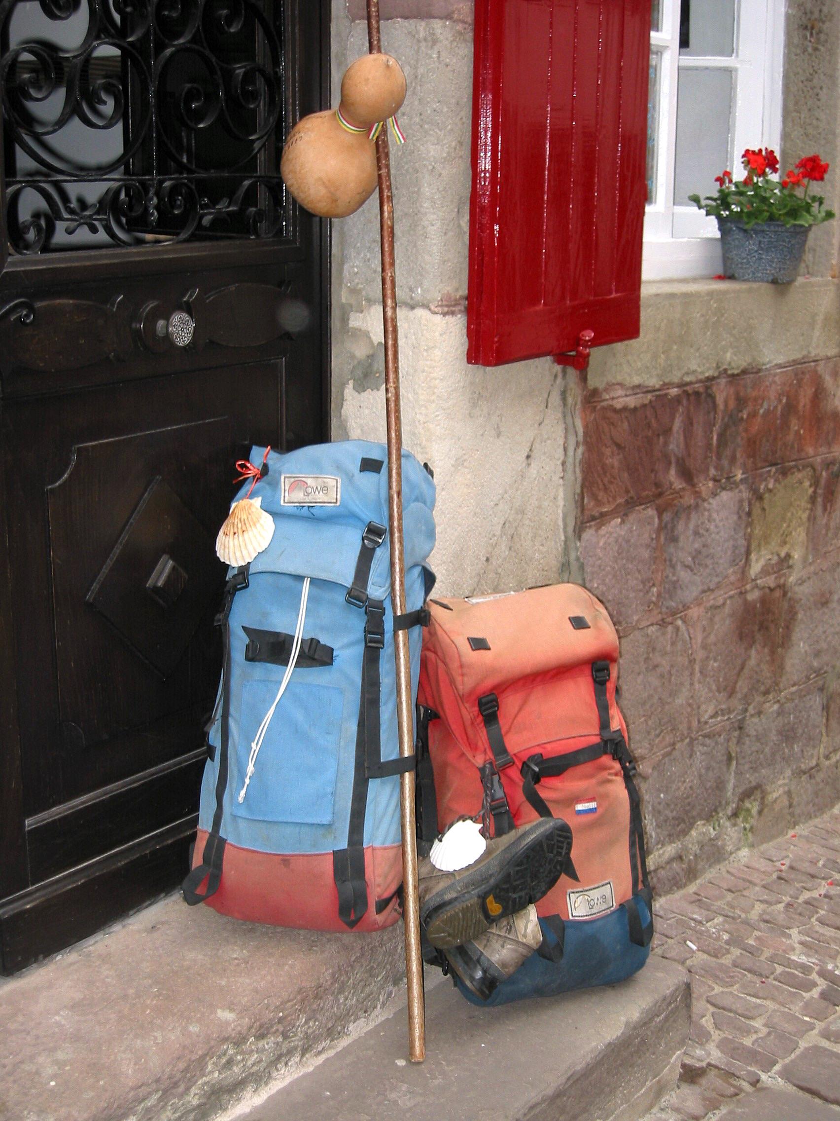 File saint jean pied de port sacs p wikimedia - Distance st jean pied de port st jacques de compostelle ...