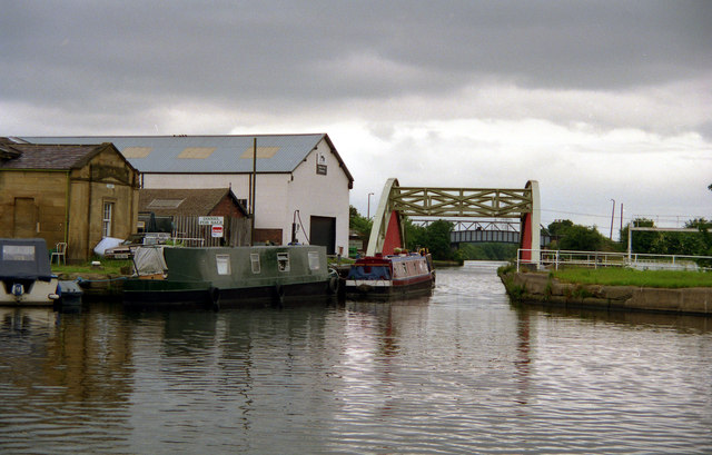 Stanley Ferry Aqueduct, Aire and Calder Navigation - geograph.org.uk - 827594