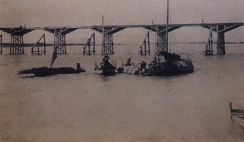 File:Tamsui Wood Bridge.jpg
