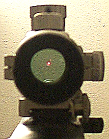 Vista a través d'una mira réflex Tasco Dot Sight 5 MOA ProPoint (model PDP2ST)
