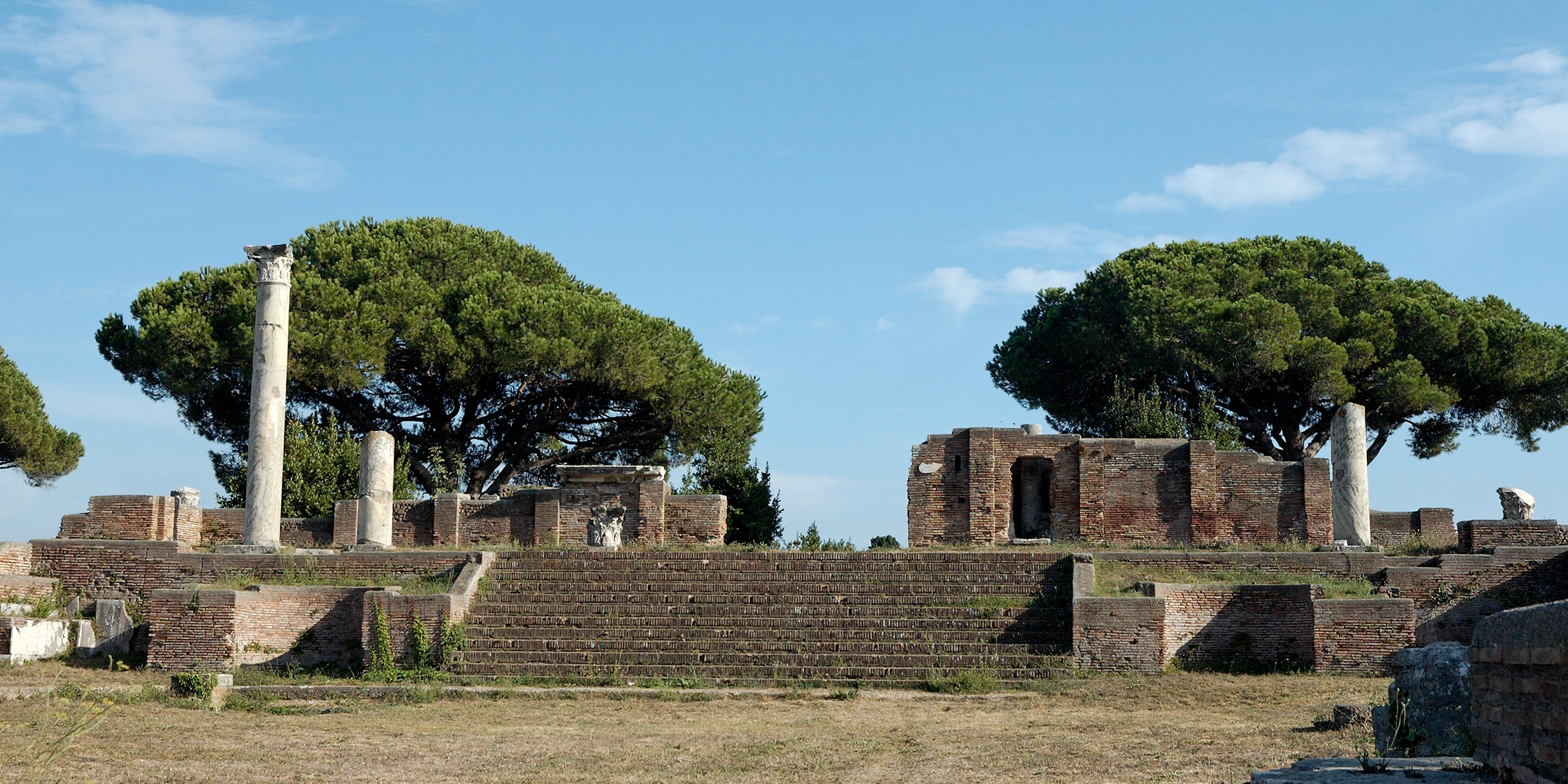 de ostia antica Description the archaeological park of ostia antica is one of the largest and most important archaeological sites of ancient rome with its fifty hectares, its buildings and its streets, it testifies to the development of a large urban and commercial center during the imperial age.