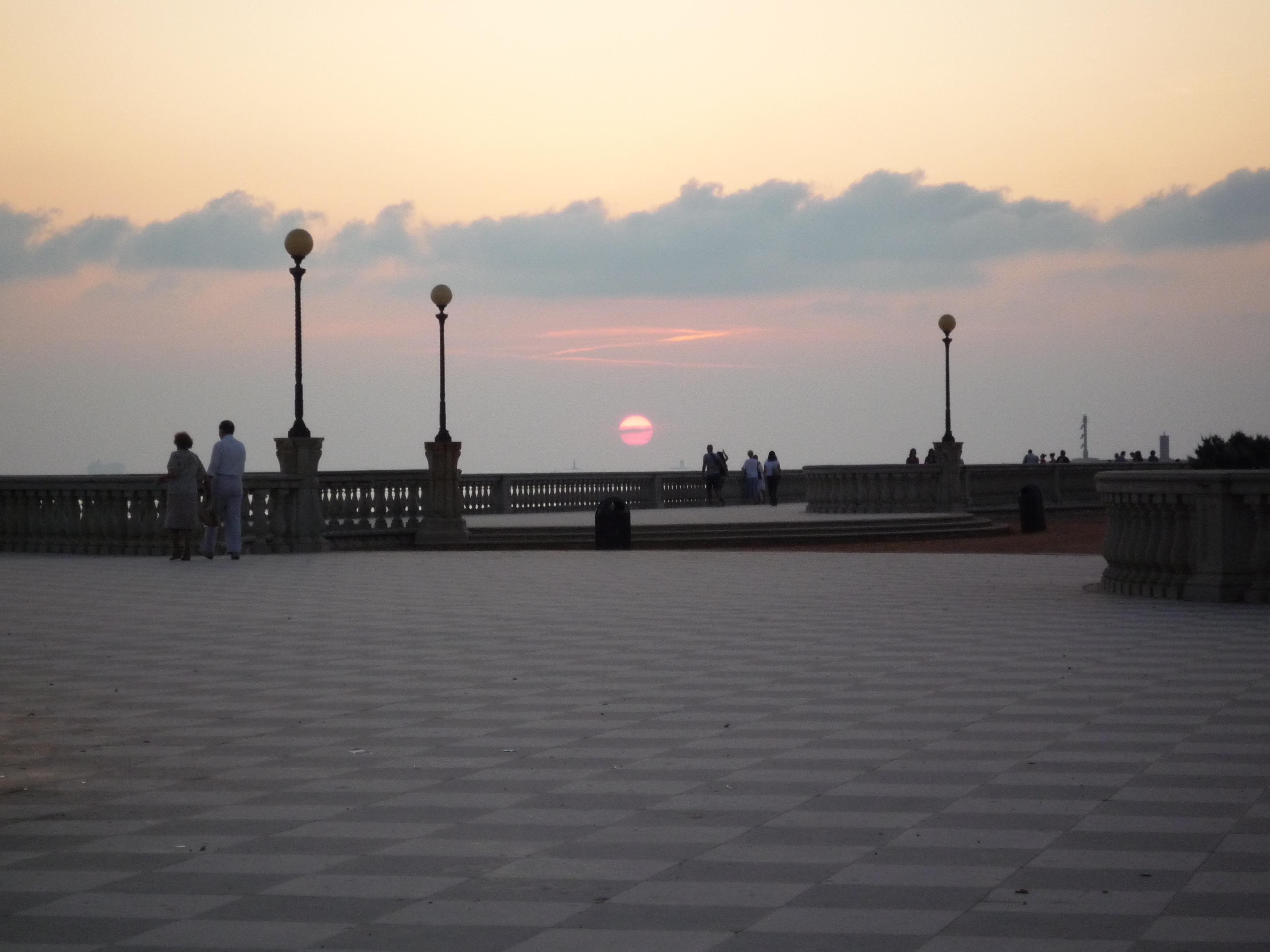 File:Terrazza Mascagni tramonto.JPG - Wikimedia Commons