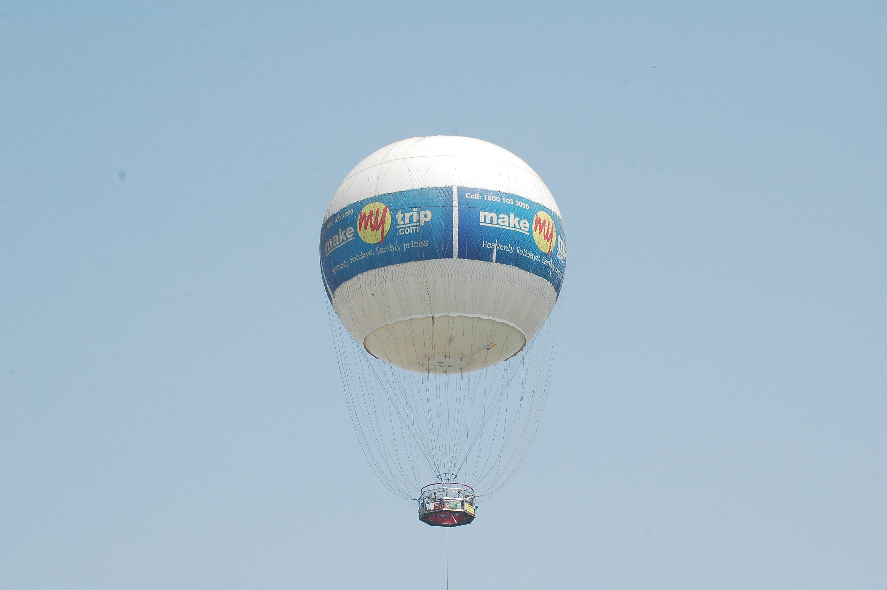 File:Tethered helium balloon Ahmedabad.JPG - Wikimedia Commons