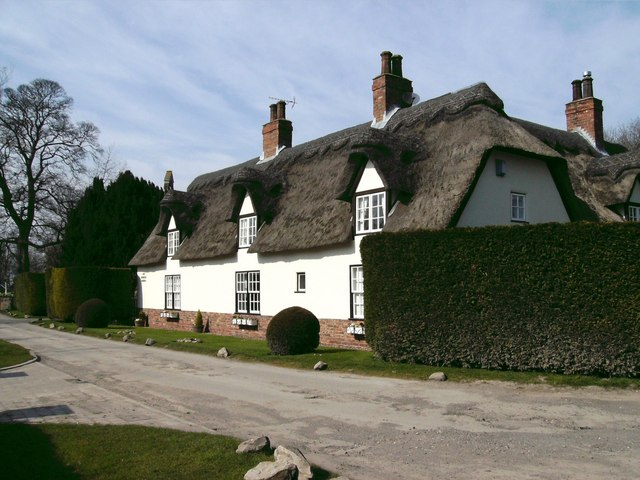 Thatched cottage, East Ravendale - geograph.org.uk - 390339